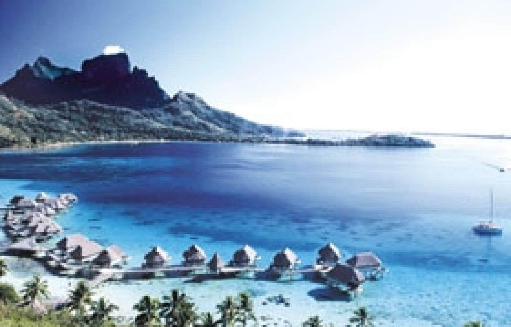 La beauté de Bora Bora, c'est son lagon. Ici, les élégants farés de l'hôtel Sofitel Motu Bora Bora.