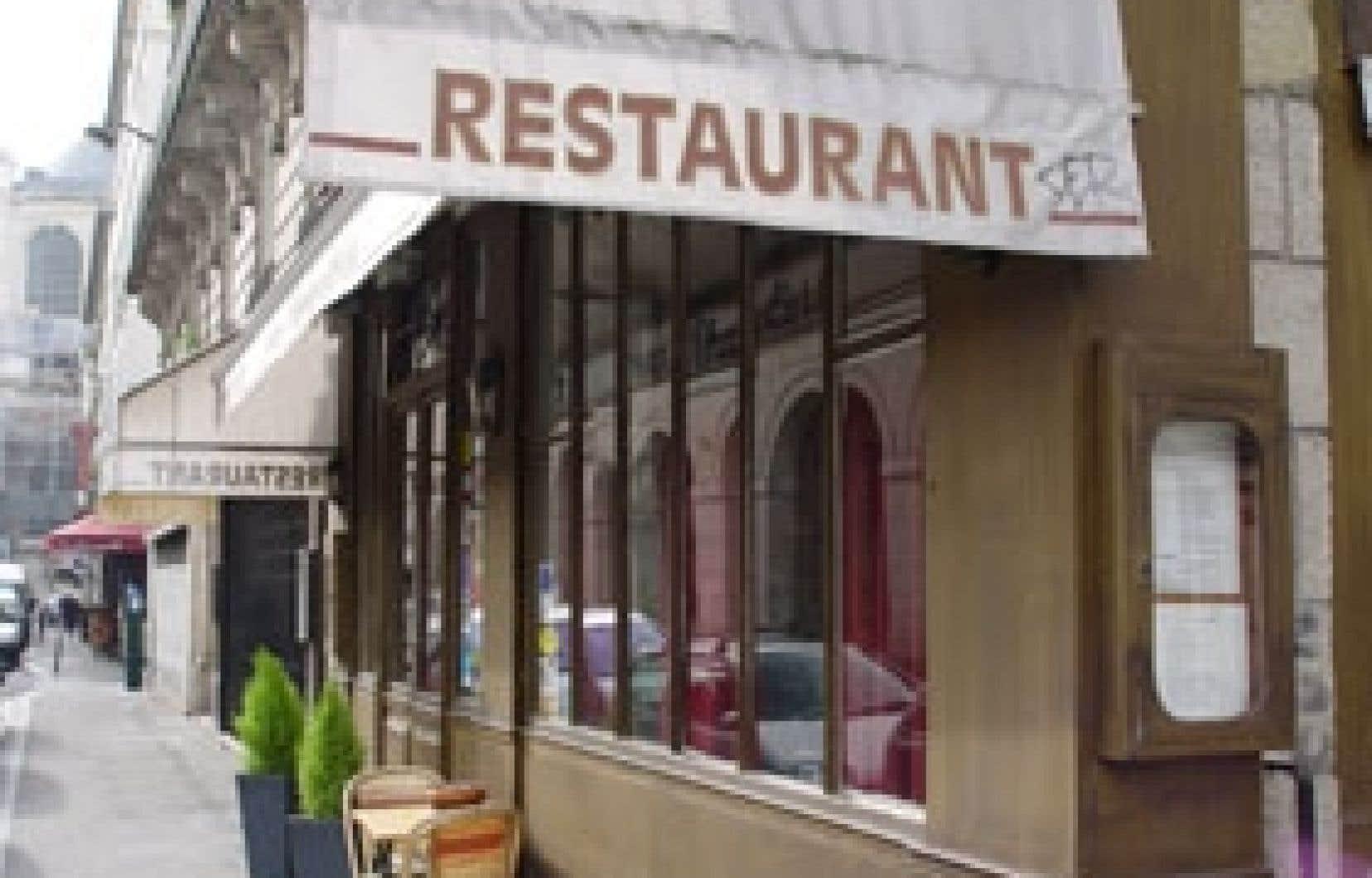 Le restaurant Aux Charpentiers, près des universités, sur la rue Mabillon, à Paris.