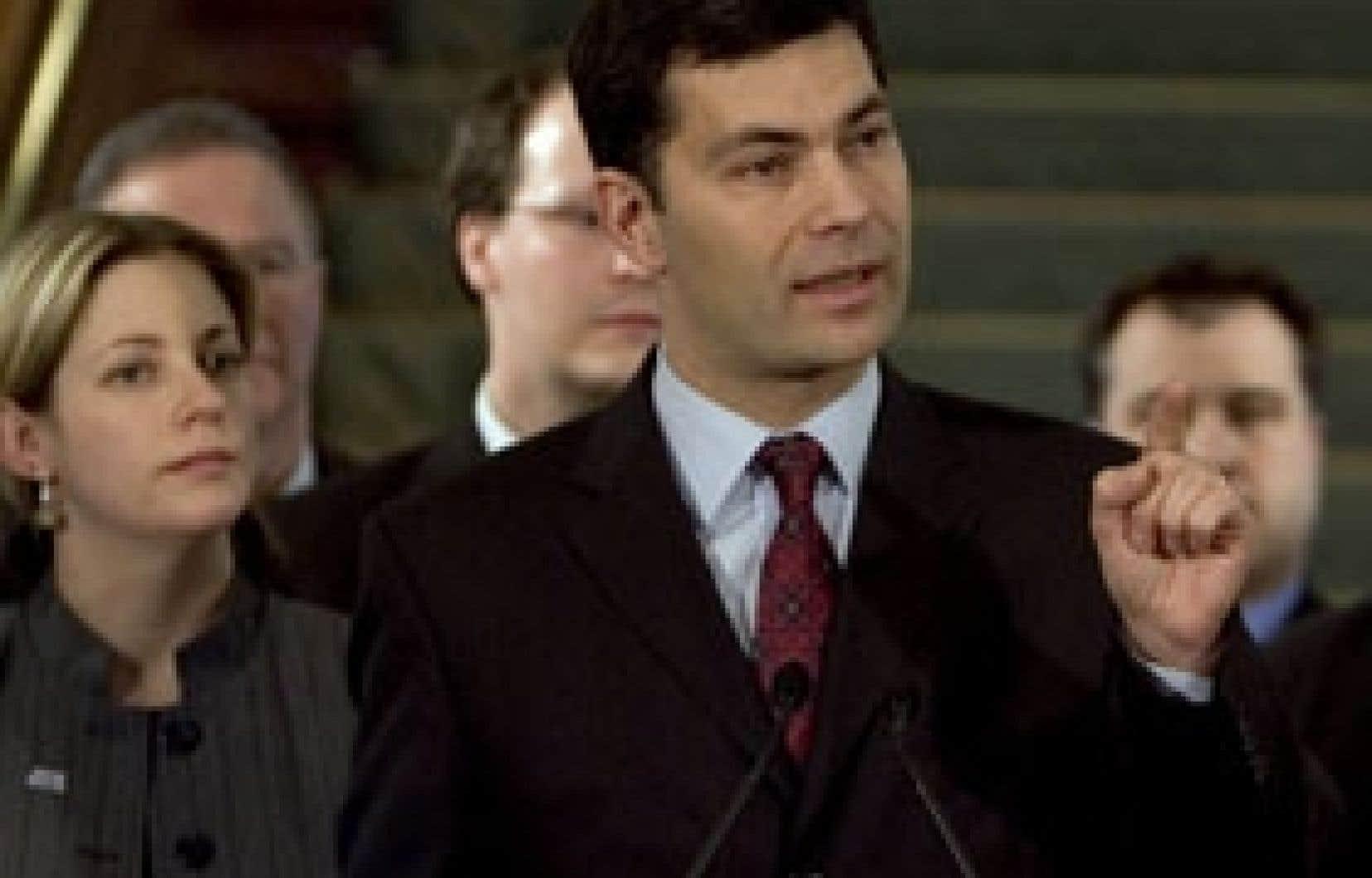Mario Dumont a lancé les hostilités sur la question des accommodements raisonnables au cours d'un point de presse à Québec.