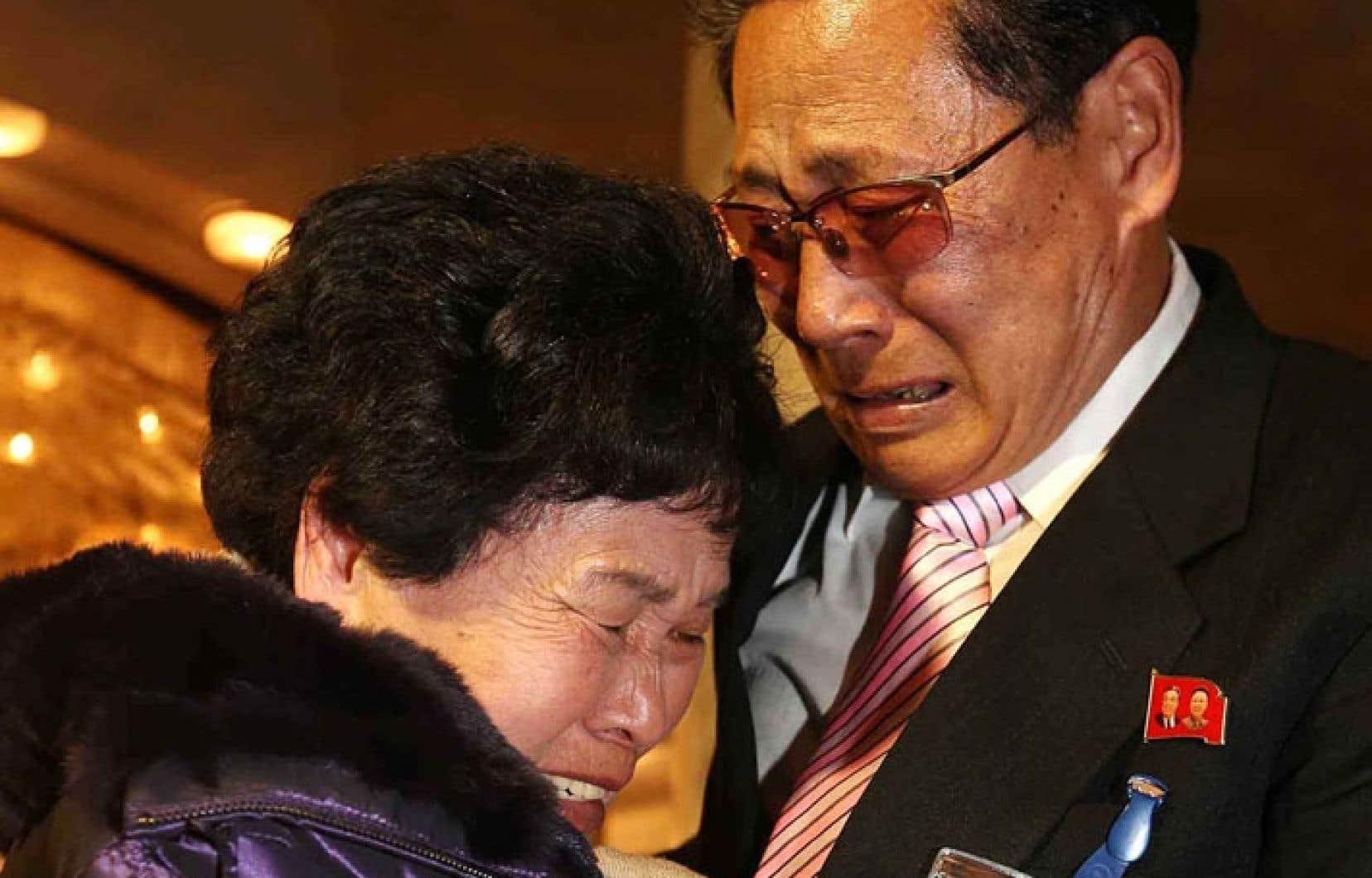 Lee Son-Hyang, une Sud-Coréenne de 88 ans, renoue avec le Nord-Coréen de 72 ans Lee Yoon Geun.