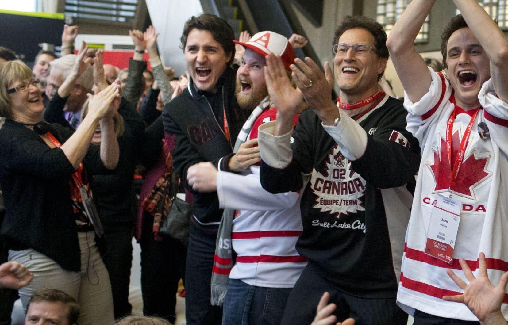 Justin Trudeau a quitté l'atelier mené par quatre panélistes, dont Mélanie Joly, sur le Québec en 2017 pour rejoindre les militants qui regardaient la fin du match de hockey Canada–États-Unis.
