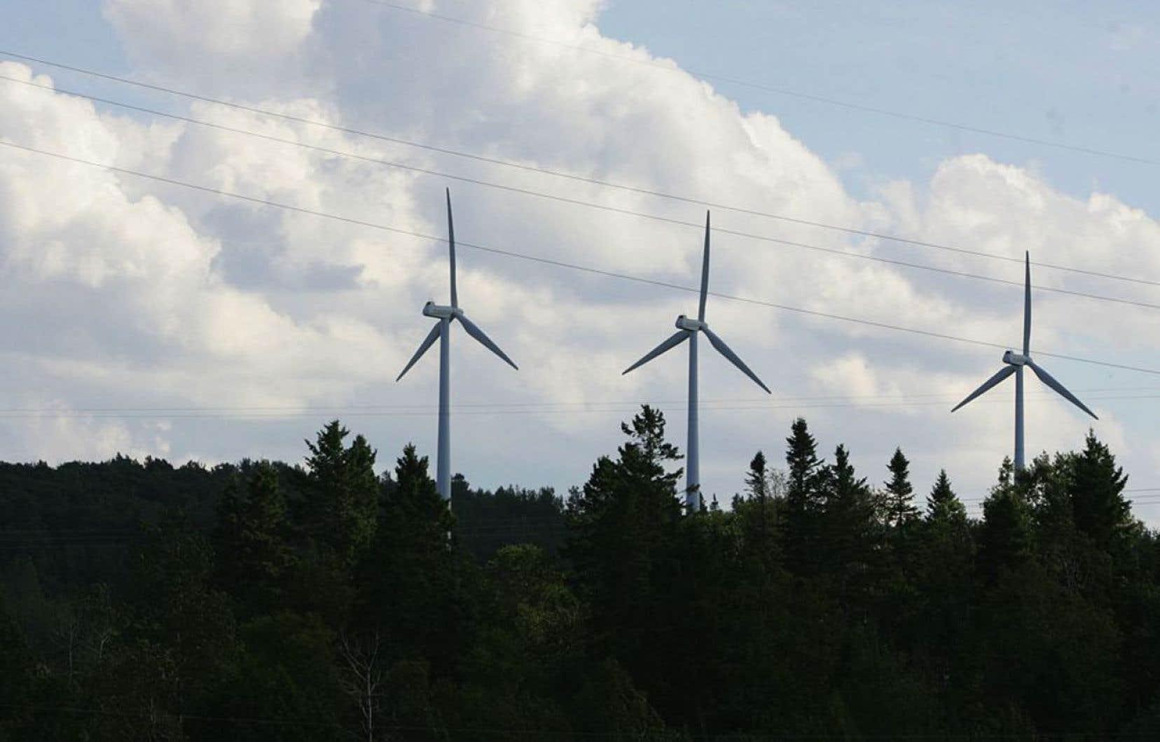 Depuis une décennie, la demande pour l'électricité québécoise a plafonné, voire baissé. Et elle se vend aujourd'hui beaucoup moins cher qu'il y a dix ans, souligne-t-on dans le rapport obtenu par <em>Le Devoir.</em>