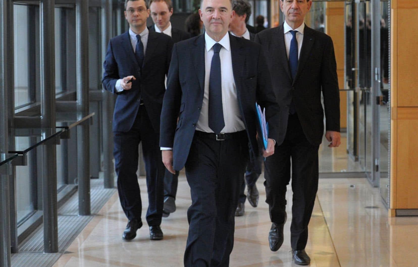 Le ministre français des Finances, Pierre Moscovici, à son arrivée au ministère, mardi. Le déficit public représentera plus que 3% du PIB du pays à moins que des mesures soient prises.