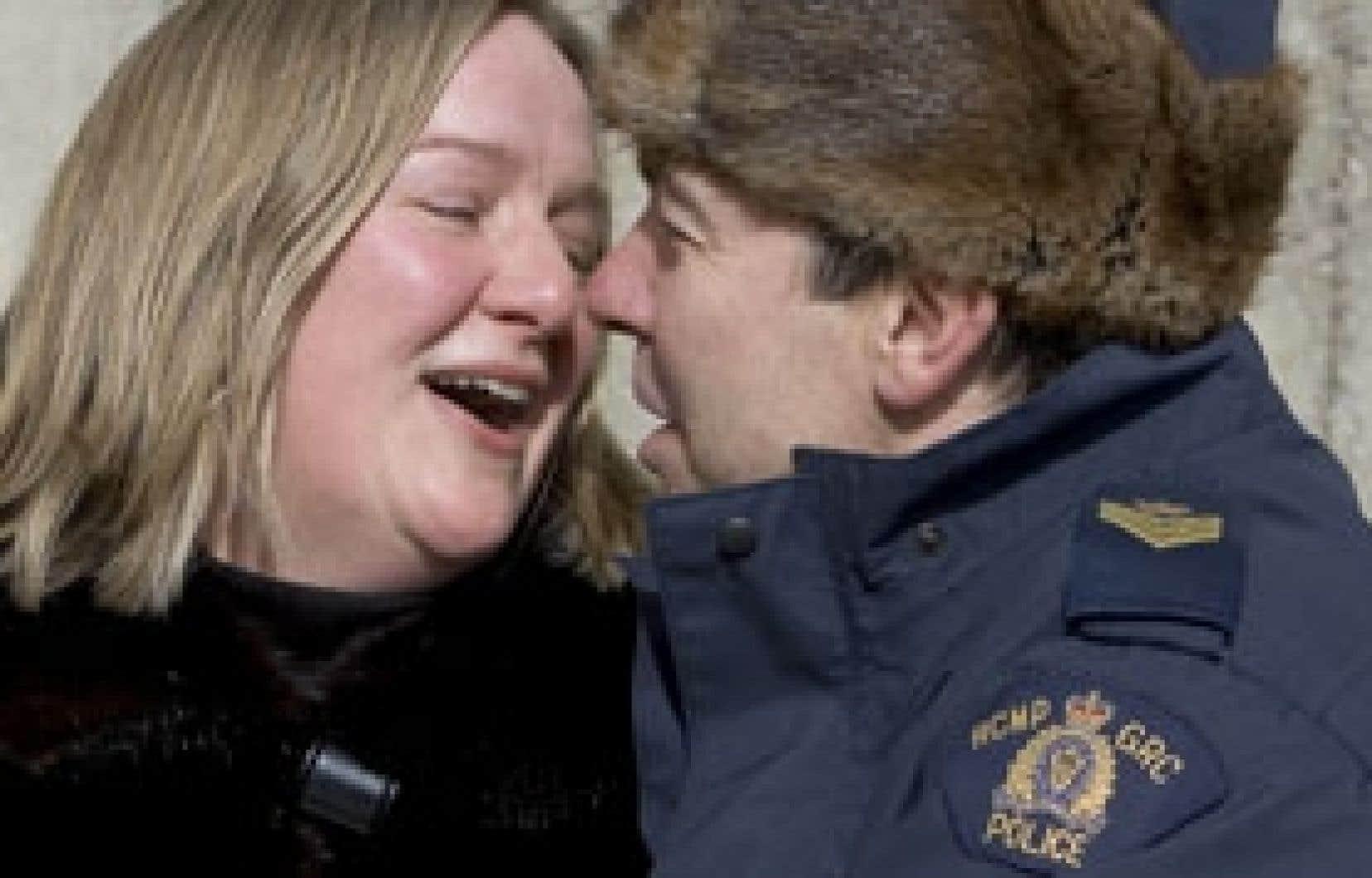 Contrairement à ce qu'on pourrait penser, les policiers québécois semblent heureux en ménage, révèlent les données de Statistique Canada. À peine 6,1 % d'entre eux sont divorcés ou séparés, tandis que 73,1 % vivent avec un conjoint ou une