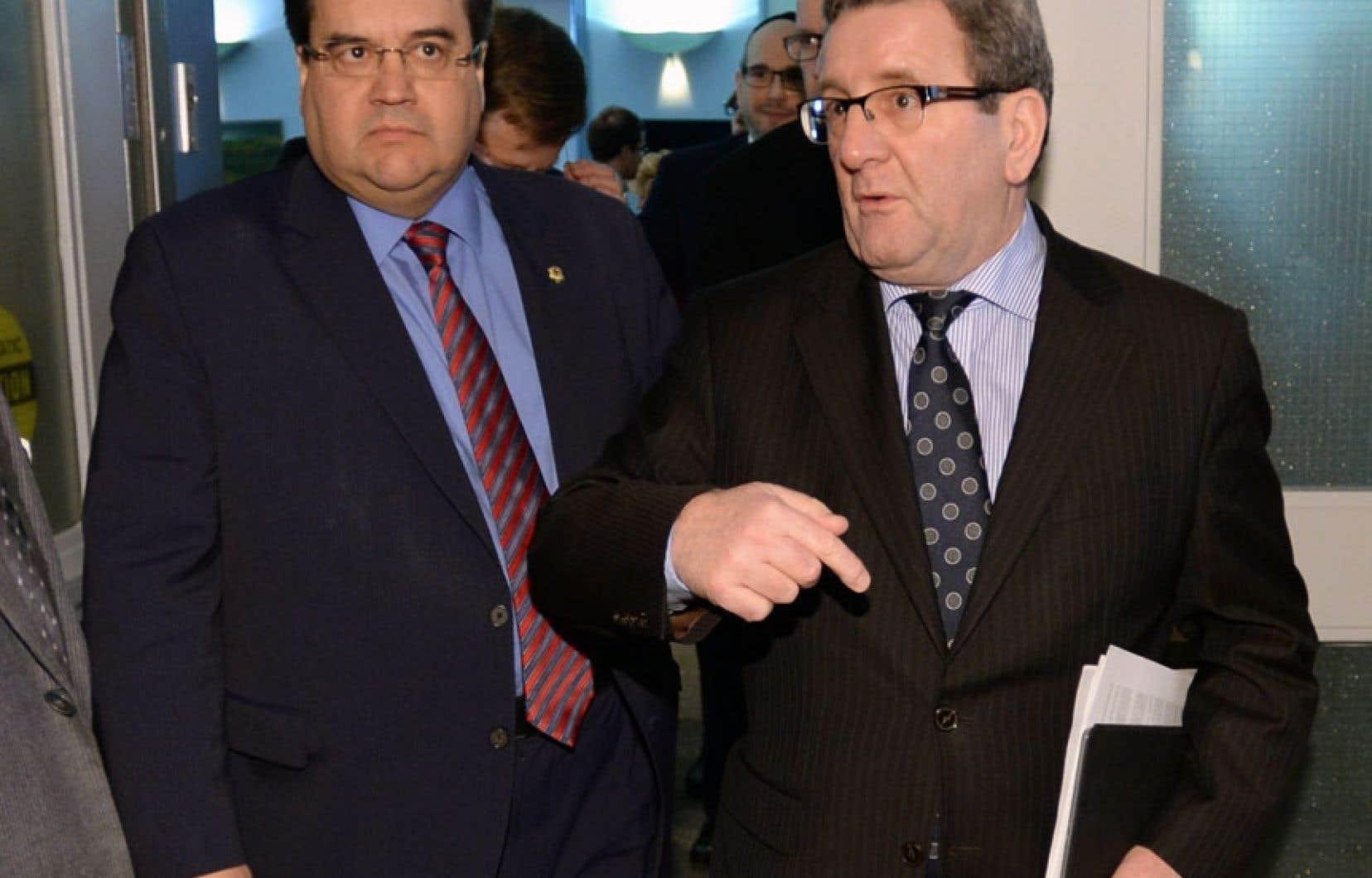 Denis Coderre et Régis Labeaume ont assisté au caucus des maires des principales villes canadiennes mercredi à Toronto, en évitant soigneusement le maire Rob Ford.