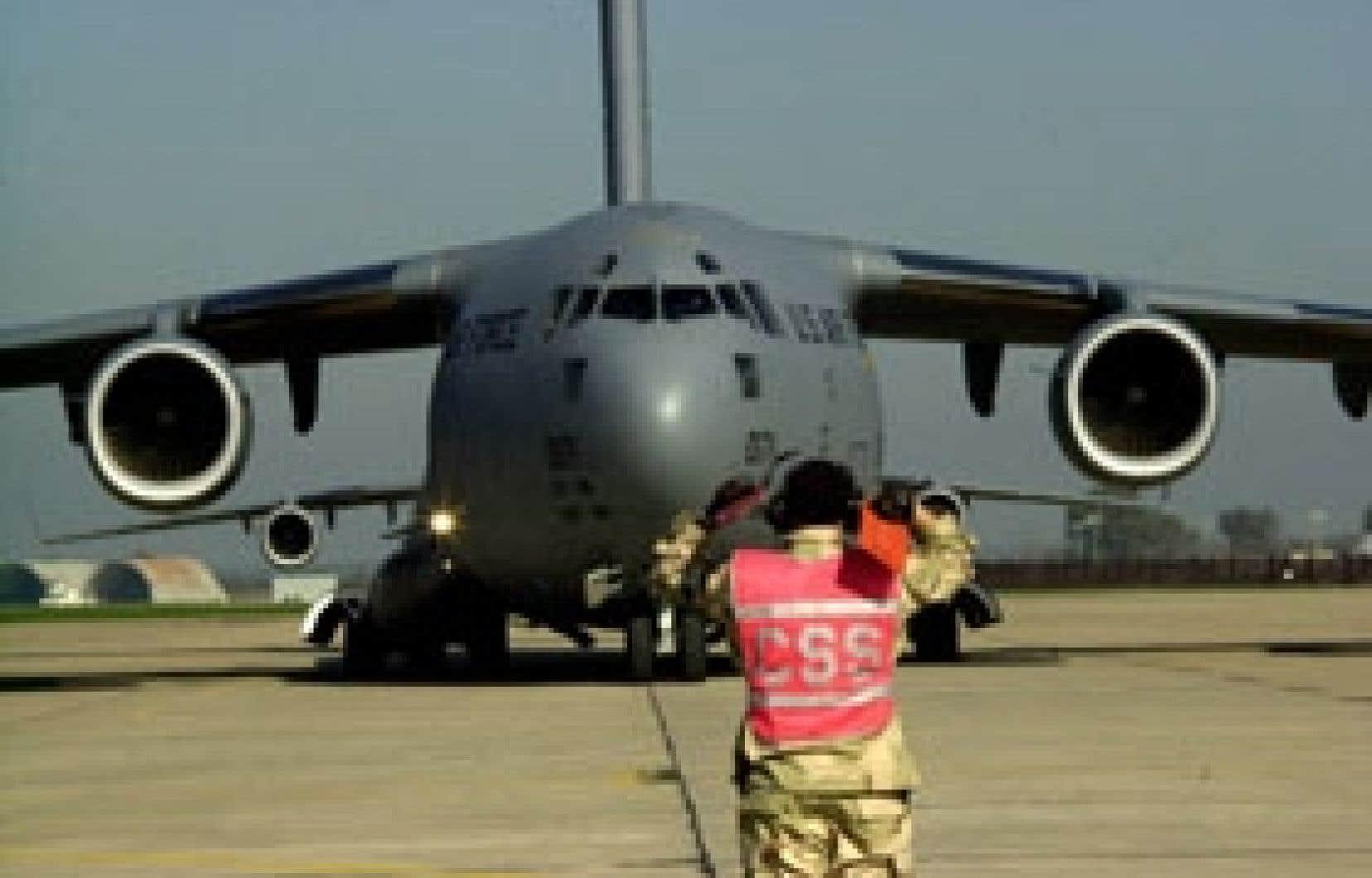 Le débat a continué de faire rage hier à la Chambre des communes au sujet de l'octroi du contrat d'achat de quatre avions militaires à la société Boeing, certains disant même douter que l'industrie aérospatiale canadienne puisse en profiter