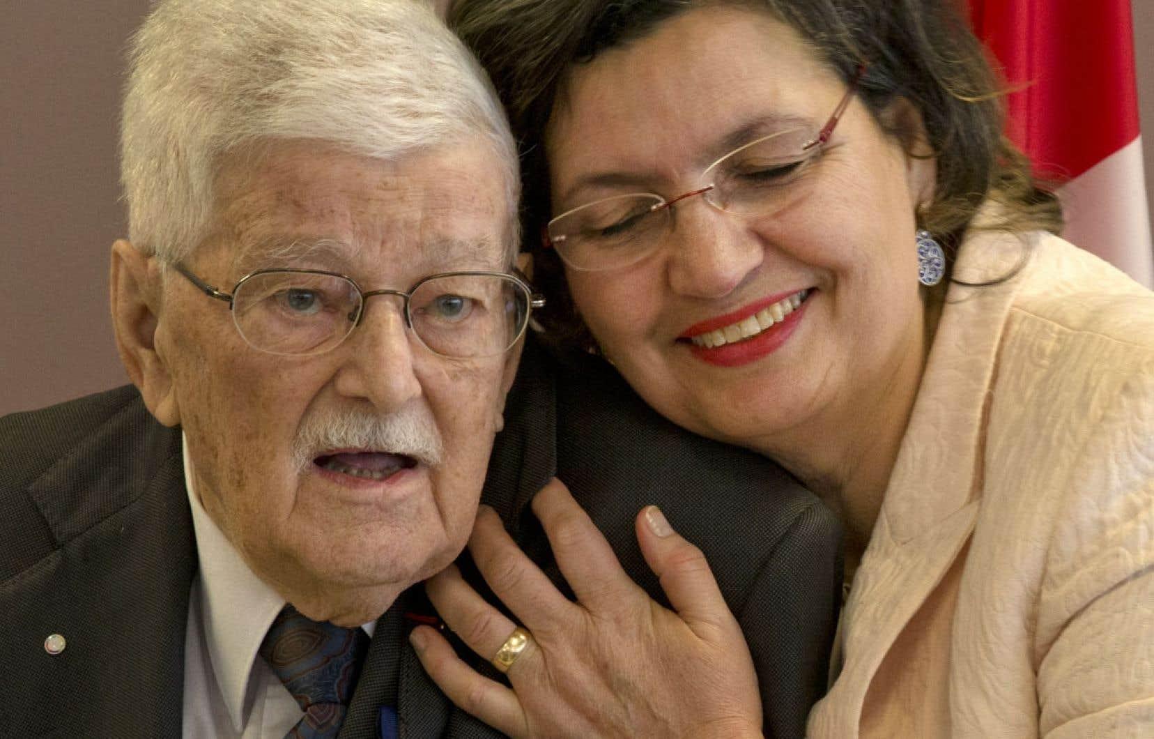 Fatima Houda-Pepin a reçu un appui de taille de la part de l'ex-député et ministre libéral Paul Gérin-Lajoie, qui était à Brossard mardi lors de l'annonce officielle de sa candidature.