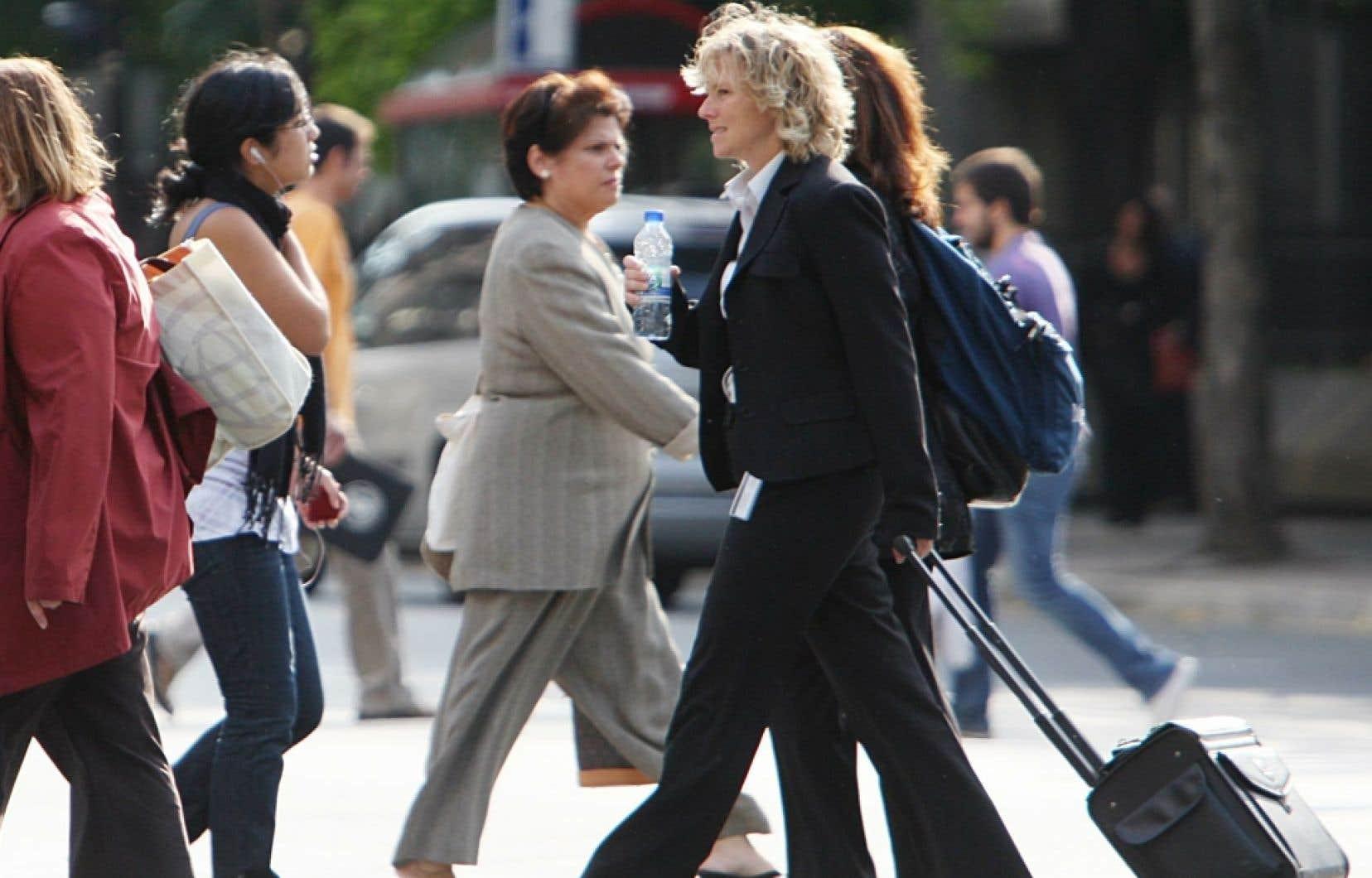 Peu importe le niveau de compétences de l'emploi occupé, les travailleuses régulières à temps plein touchent un salaire horaire moyen plus faible que celui des travailleurs, indique-t-on dans la recherche, qui a été dévoilée jeudi.