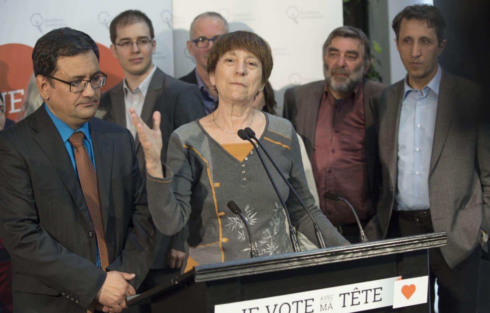 Françoise David a promis jeudi un projet pour la construction de 50000 logements sociaux. QS affirme qu'il se battra pour le maintien des tarifs de garderie.
