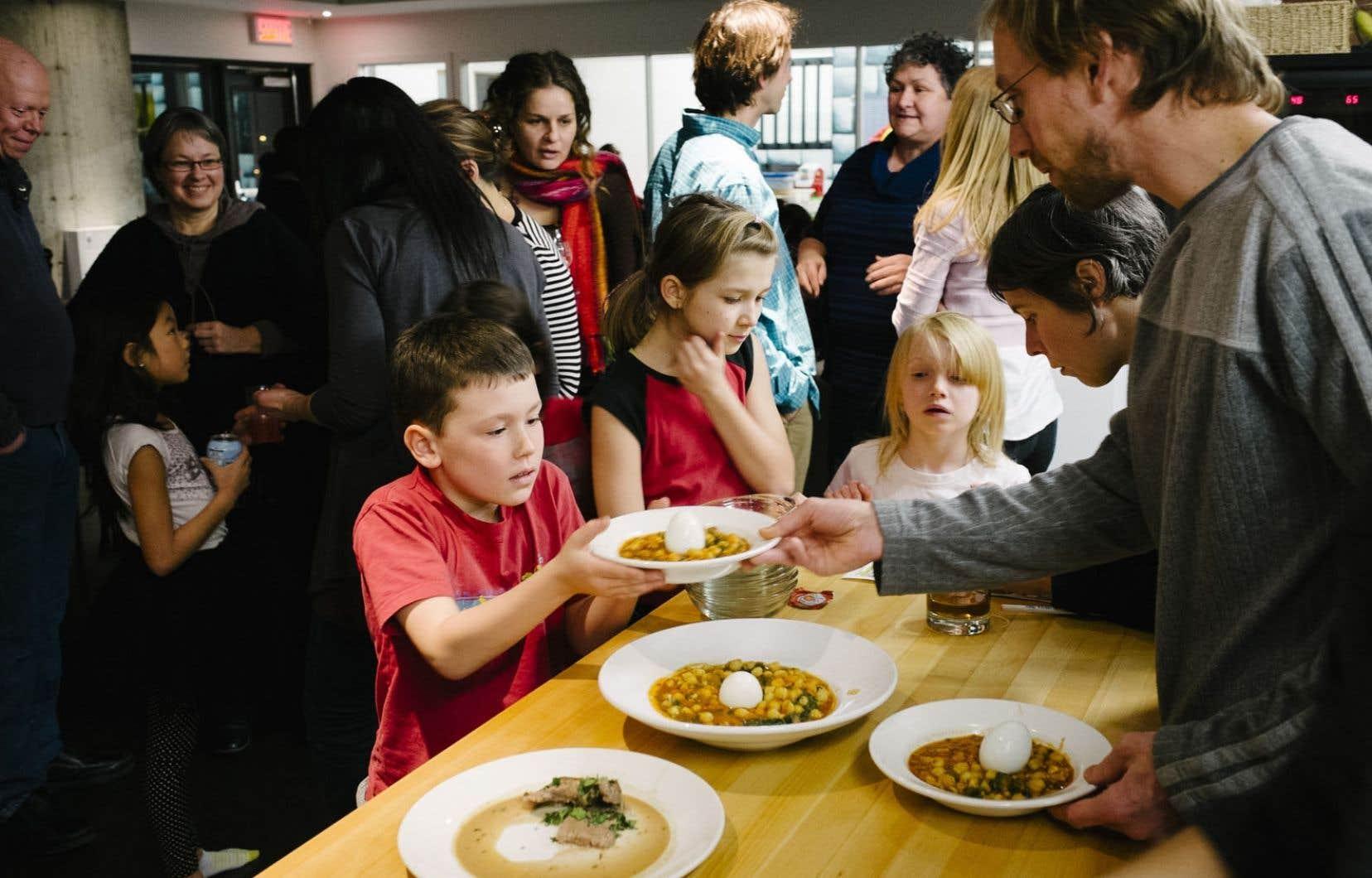À Cohabitat, les repas sont communautaires.