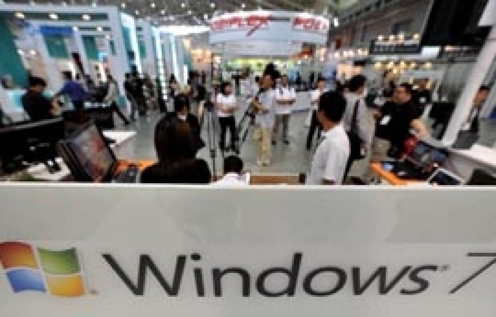 Bruxelles a accusé Microsoft d'abuser de la position dominante de Windows, qui équipe 90 % des PC dans le monde, en y intégrant systématiquement Internet Explorer.