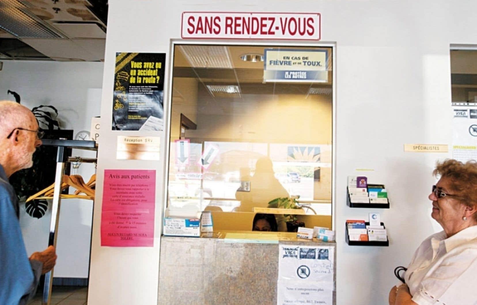 Québec solidaire propose d'ouvrir les CLSC 24 heures sur 24, sept jours par semaine.