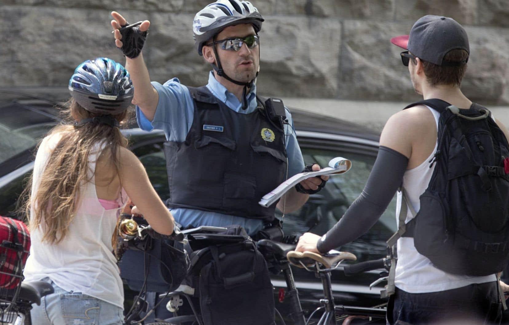 Un cycliste de Longueuil a été condamné à payer 1000$ d'amende pour avoir traversé cavalièrement la voie publique sur un feu rouge. Or, la décision de la Cour crée un précédant.