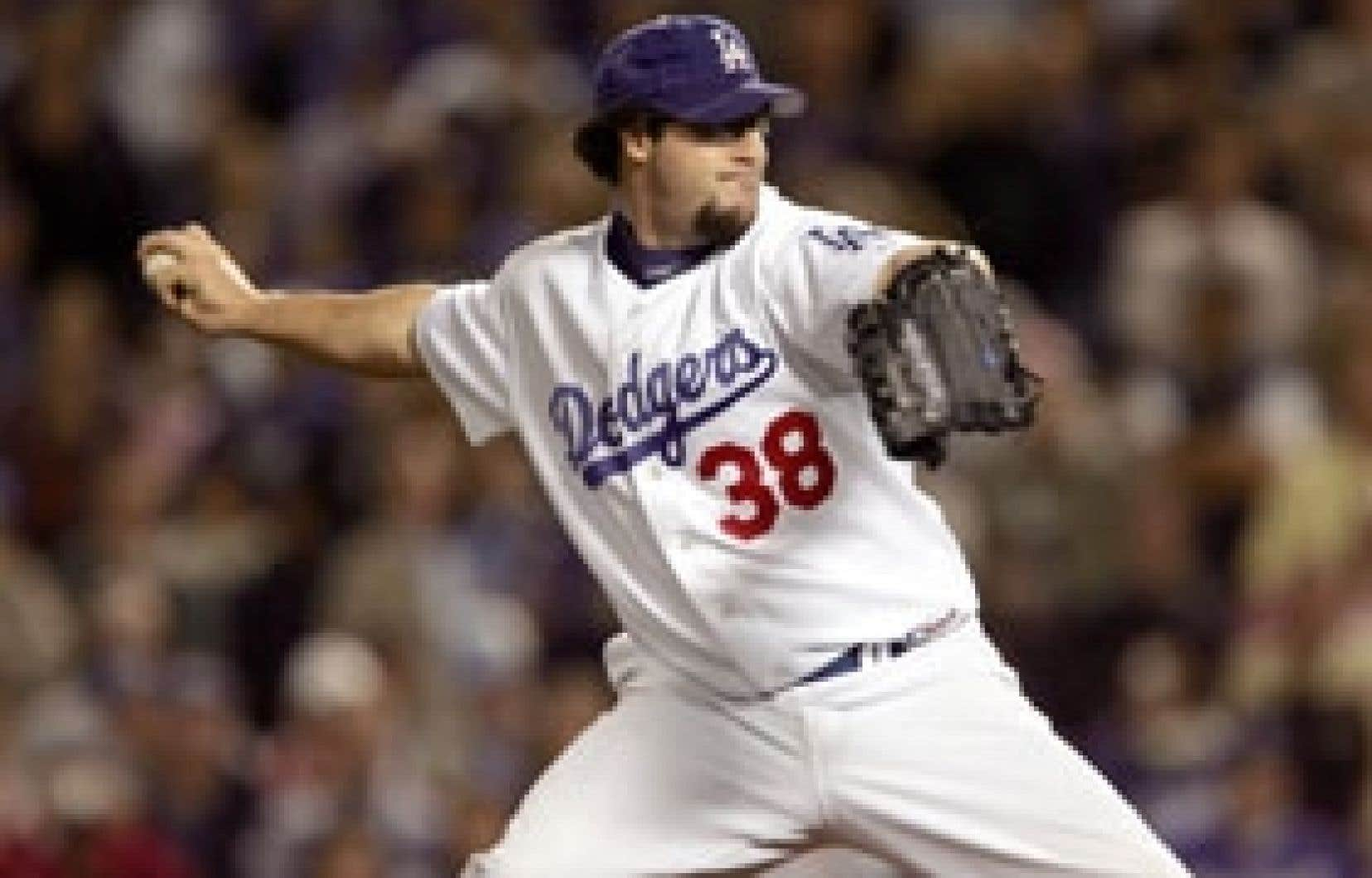 Éric Gagné a réussi 84 sauvetages de suite sans aucun sabotage, un record des ligues majeures, avec les Dodgers de Los Angeles, du mois d'août 2002 au mois de juillet 2004.