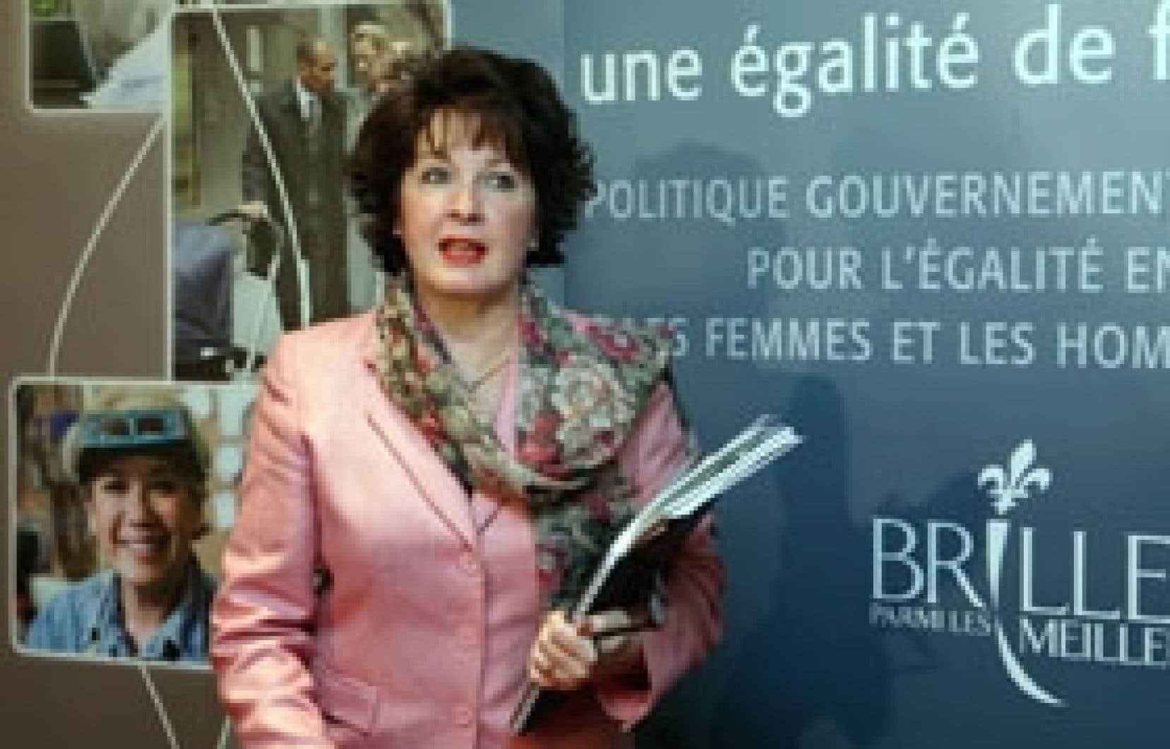 La ministre de la Famille, des Aînés et de la Condition féminine, Carole Théberge, a dévoilé hier  une politique pour promouvoir l'égalité des femmes devant de nombreux groupes de femmes venus l'entendre à Montréal.
