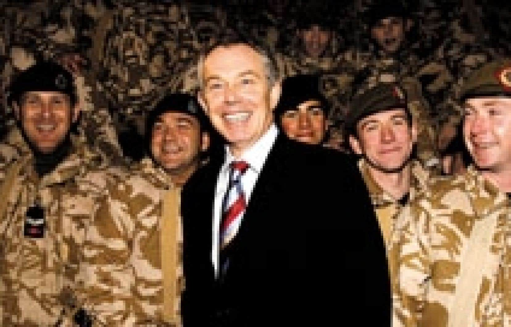 À Bassora, Tony Blair a salué le courage des 7100 soldats britanniques déployés dans cette région.