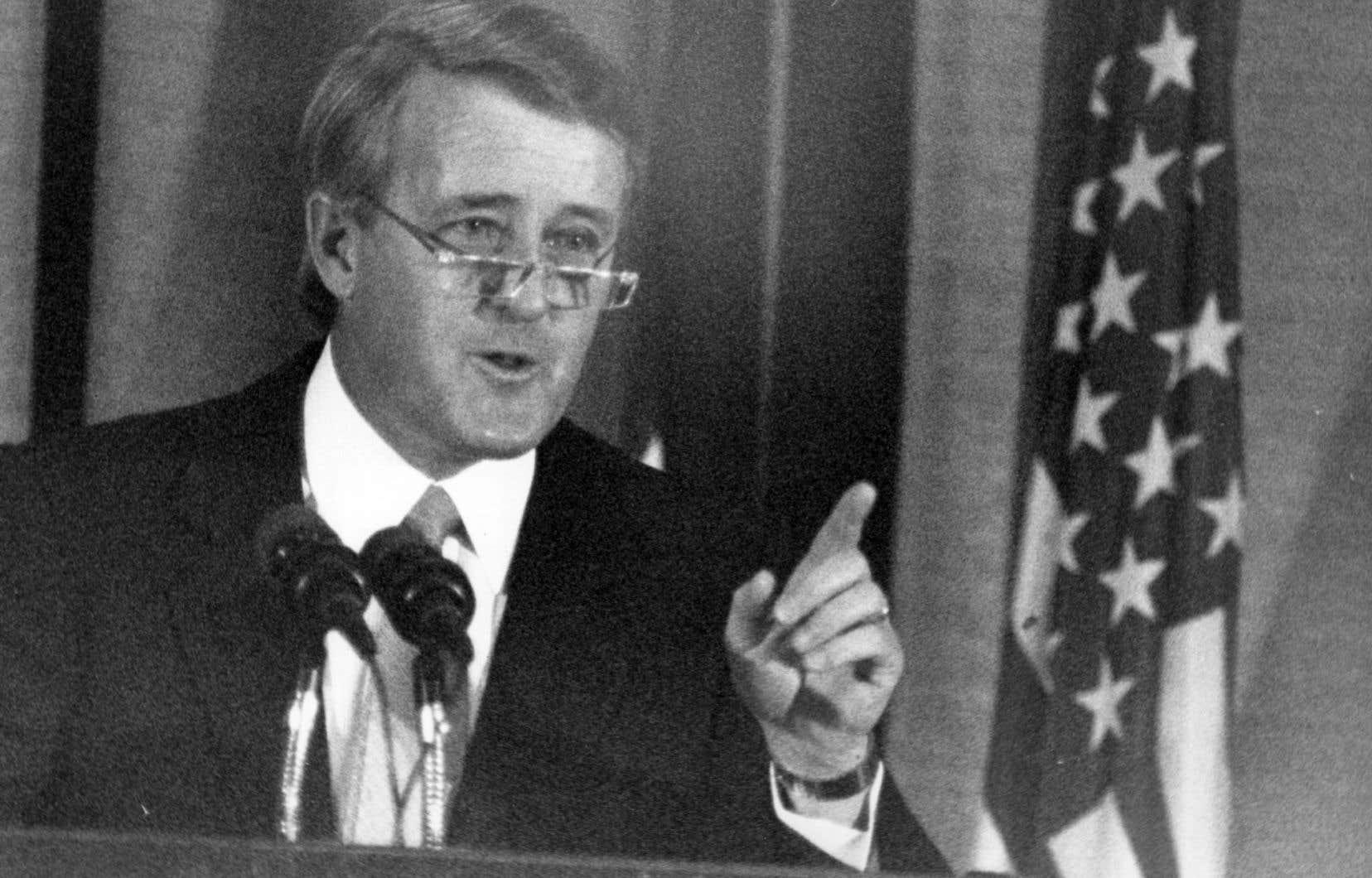 Brian Mulroney en décembre 1990. Selon le procès verbal de la réunion du 22 juin 1990, Brian Mulroney aurait dit que «l'accord du lac Meech avait été bloqué et miné par des gens qui pensaient avoir le droit de gouverner pour toujours».