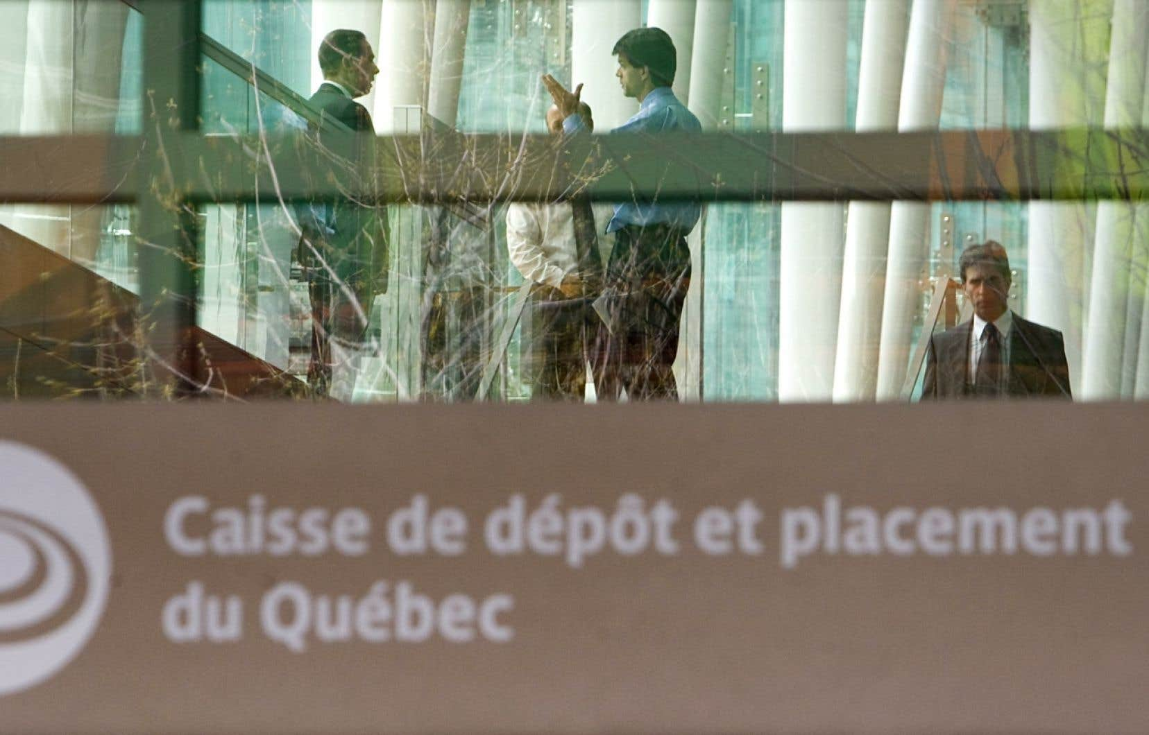 La Caisse de dépôt et placement du Québec gère des fonds provenant principalement de régimes de retraite et d'assurances publiques et privées.