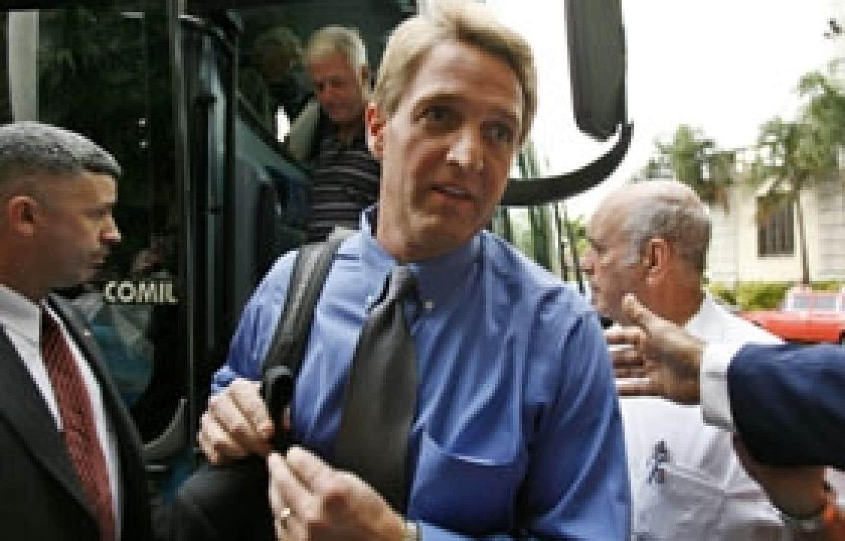 Le représentant Jeff Flake est arrivé hier à La Havane.