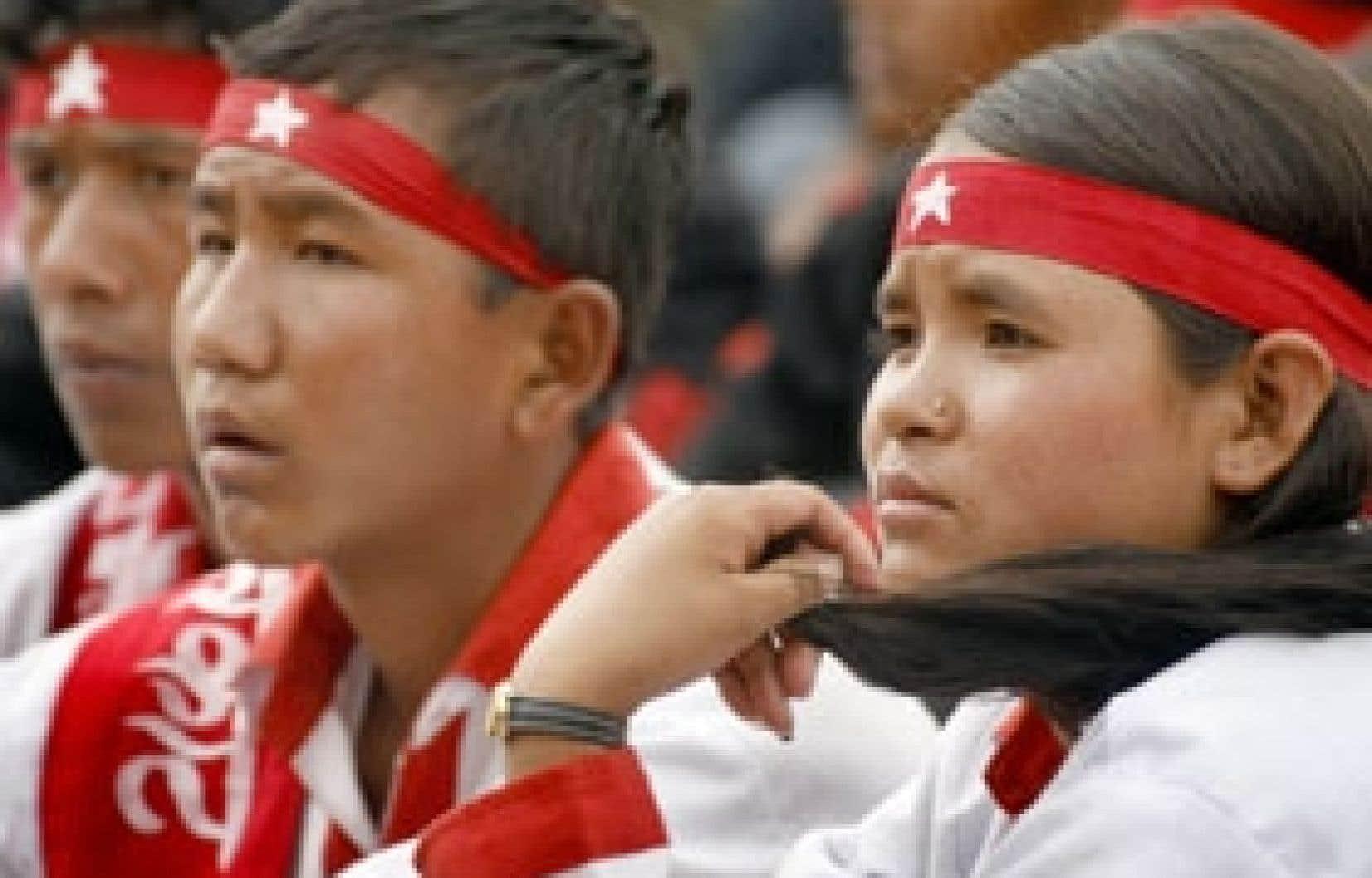Jeunes maoïstes népalais.