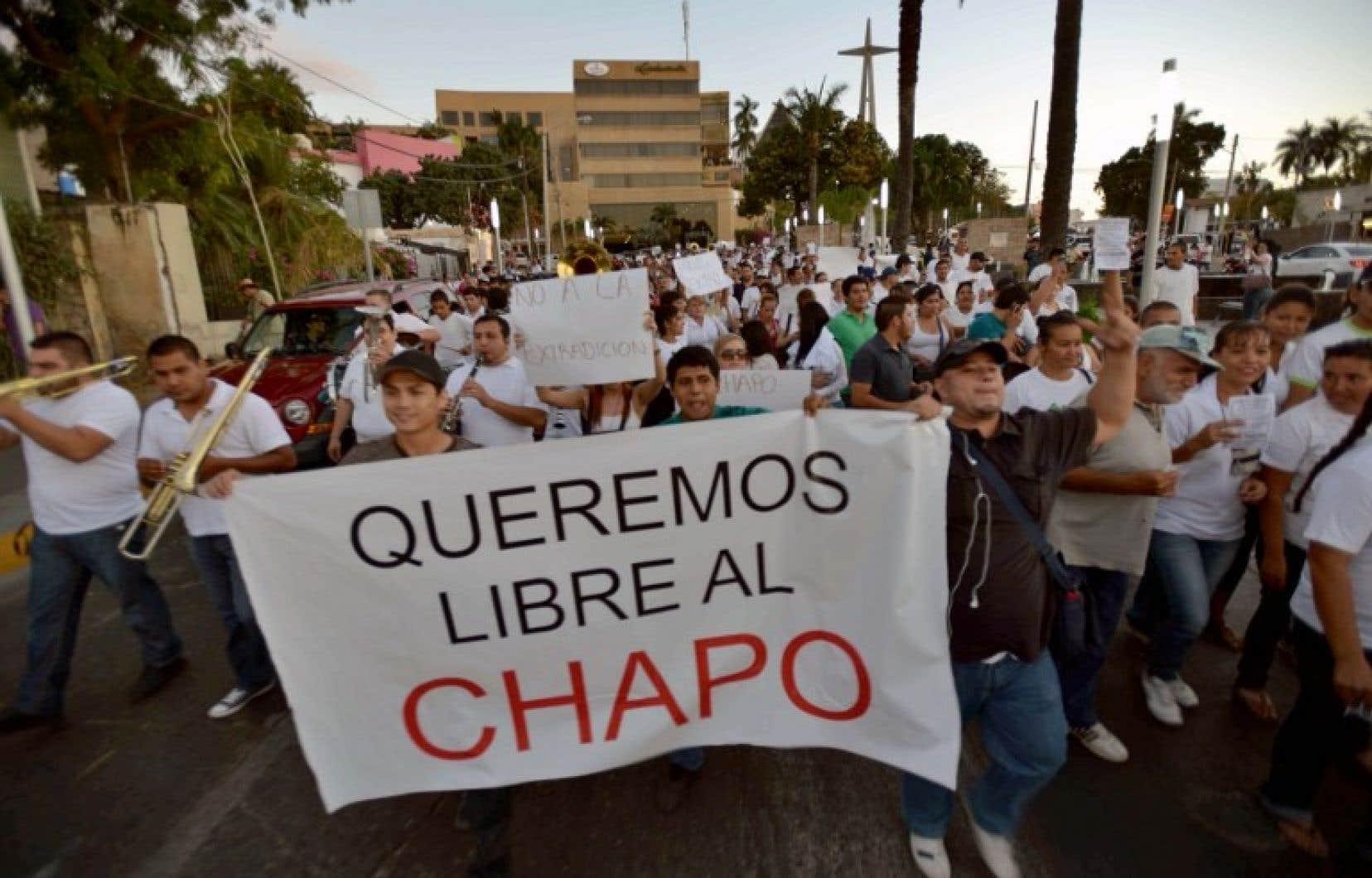 A Culiacan, 2000 personnes ont manifesté en guise de soutien au baron de la drogue Joaquín Guzmán Loera, qui venait d'être arrêté.