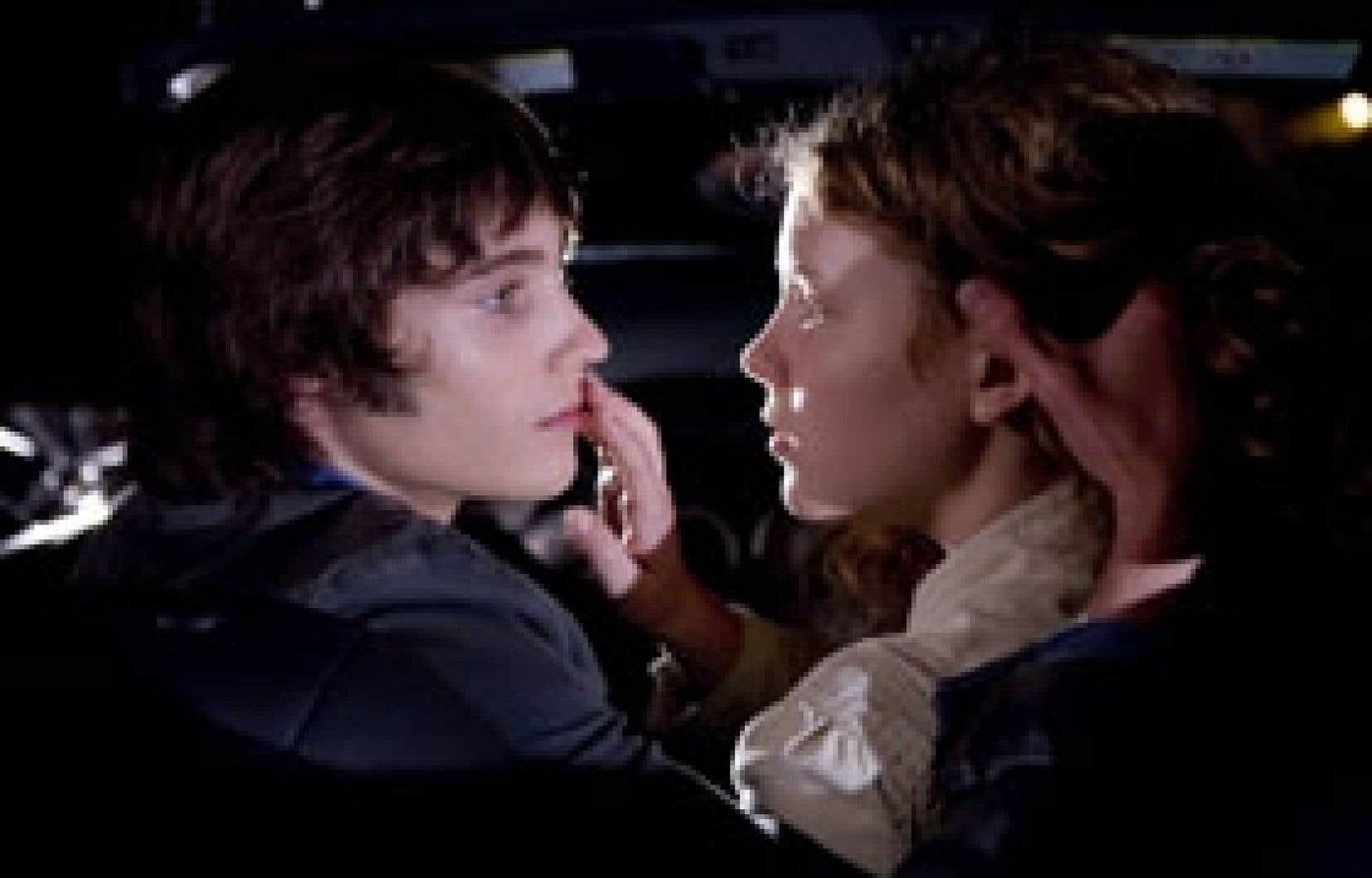 Thomas Lalonde et Charlotte Aubin dans une scène de Roméo et Juliette, d'Yves Desgagnés.