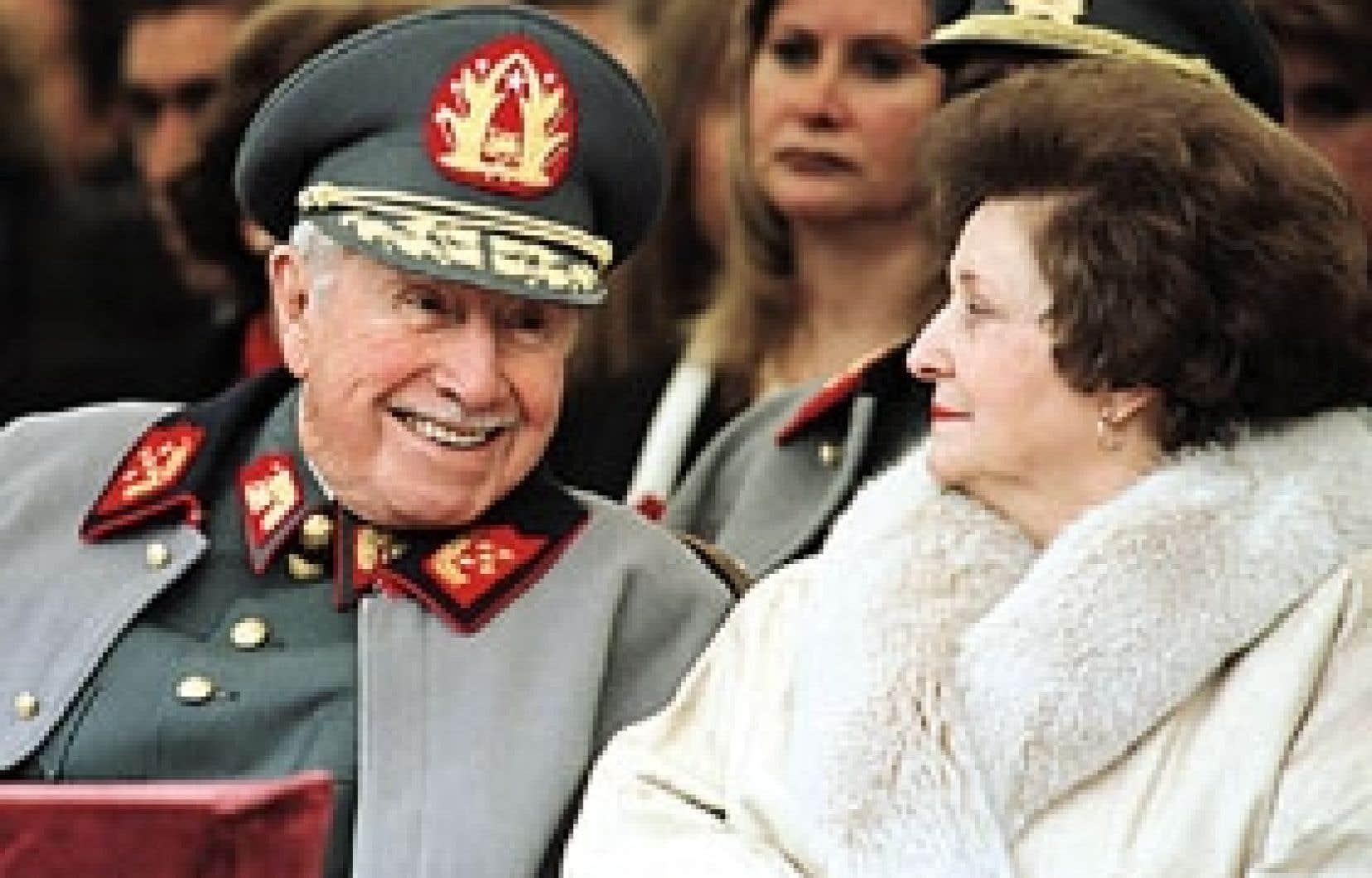 Augusto Pinochet en septembre 1997, célébrant l'anniversaire de la chute de Salvador Allende.