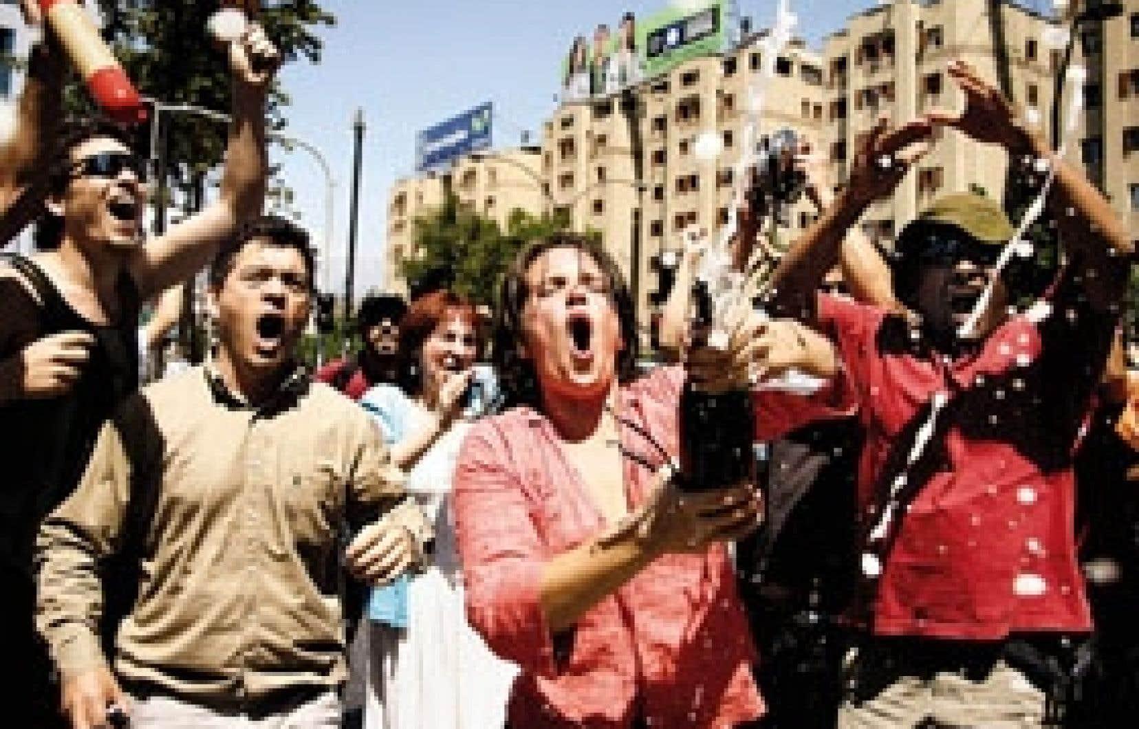 Des milliers de personnes ont laissé exploser leur joie, hier à Santiago, certaines débouchant même le champagne, après l'annonce de la mort d'Augusto Pinochet, dont la dictature s'est étendue de 1973 à 1990.