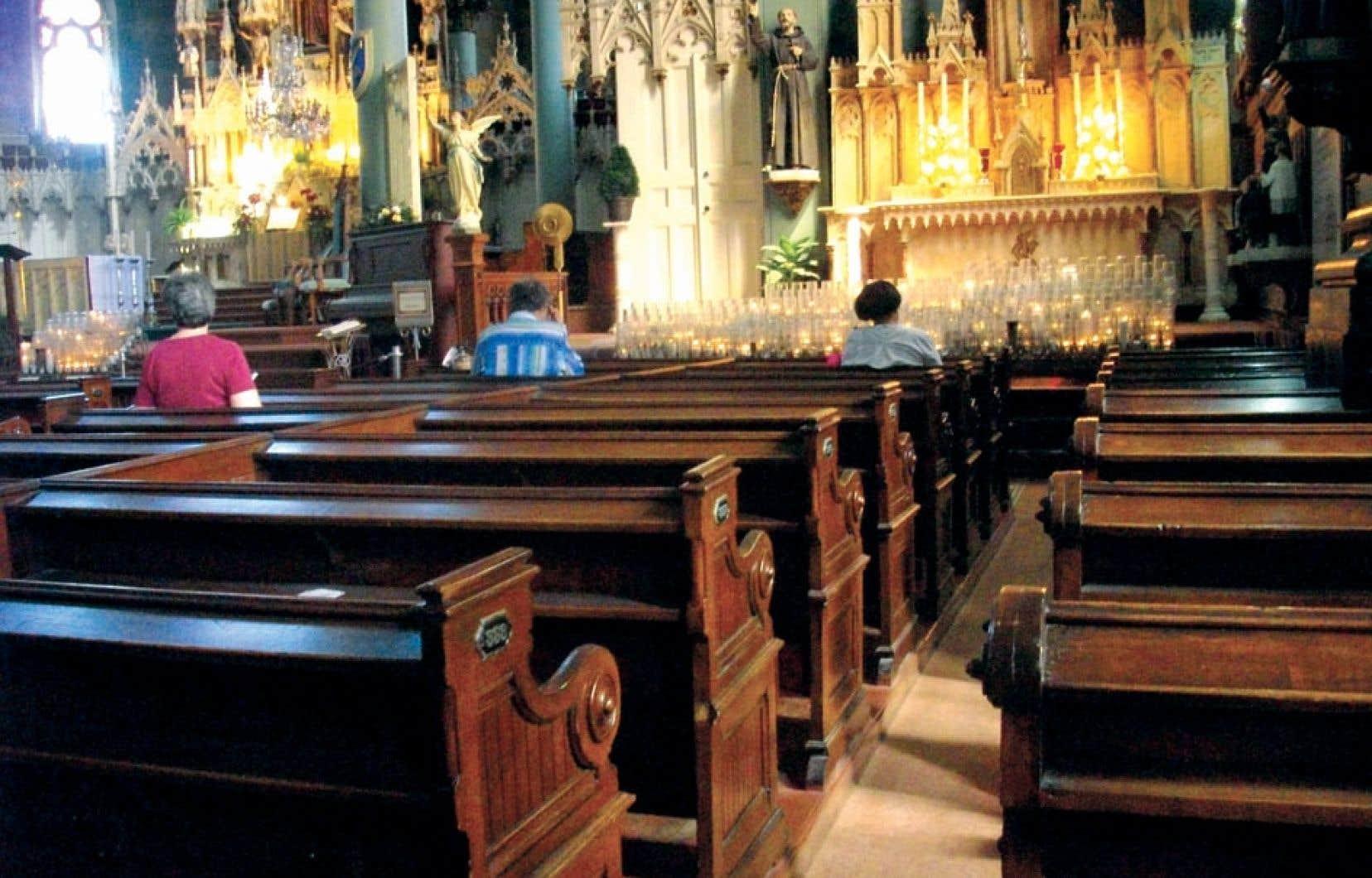 Les Québécois sont de moins en moins présents dans les Églises. La majorité affirment ne les fréquenter que lors d'occasions spéciales, comme des mariages ou des funérailles.