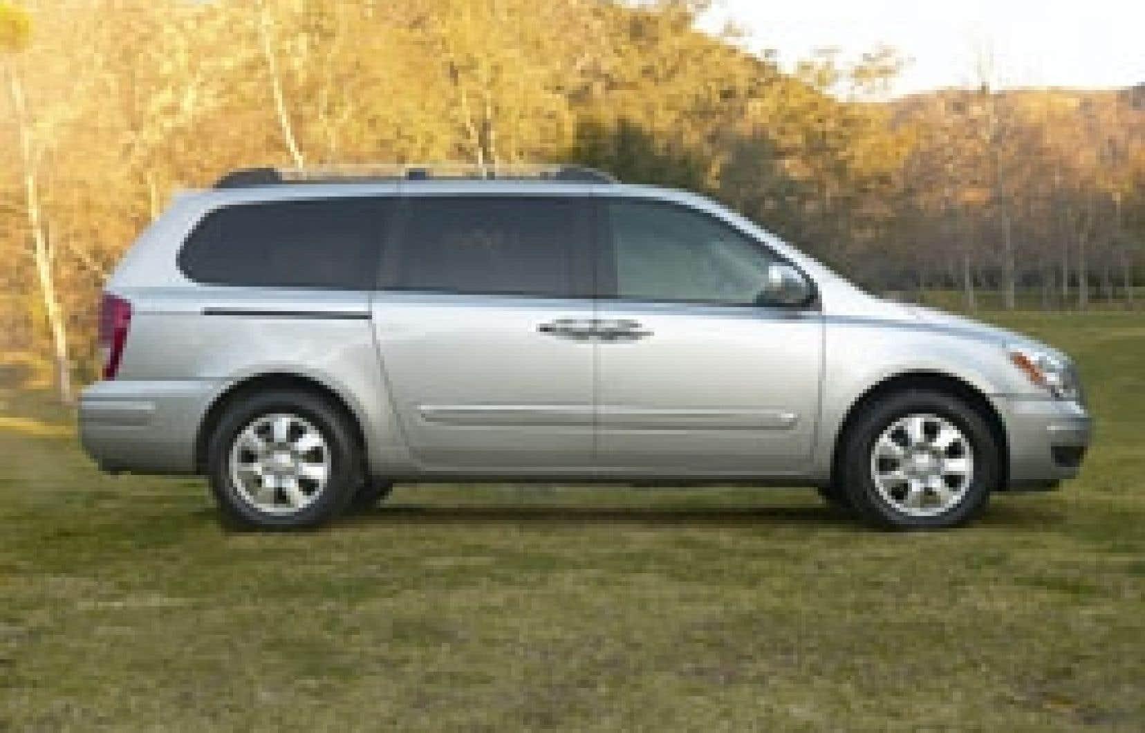 L'Entourage est la première fourgonnette de Hyundai à être vendue sur notre continent.