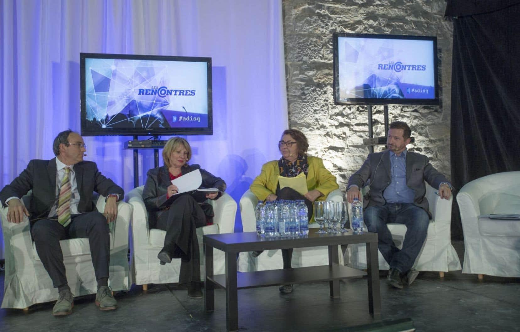 Pierre-Paul St-Onge de QS, Christine St-Pierre du PLQ, Claire Samson de la CAQ et Yves-François Blanchet du PQ ont discuté de culture dans le cadre des Rencontres de l'ADISQ, jeudi à Montréal.