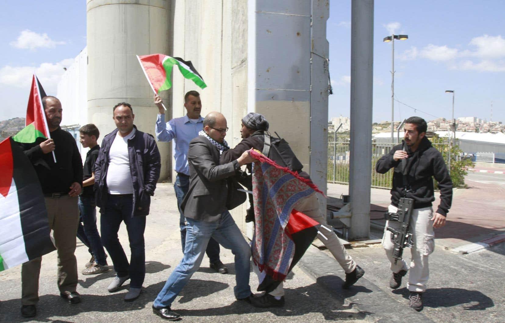 Échauffourées au «point de passage 300» le long de la «barrière de séparation» israélienne, près de Bethléem