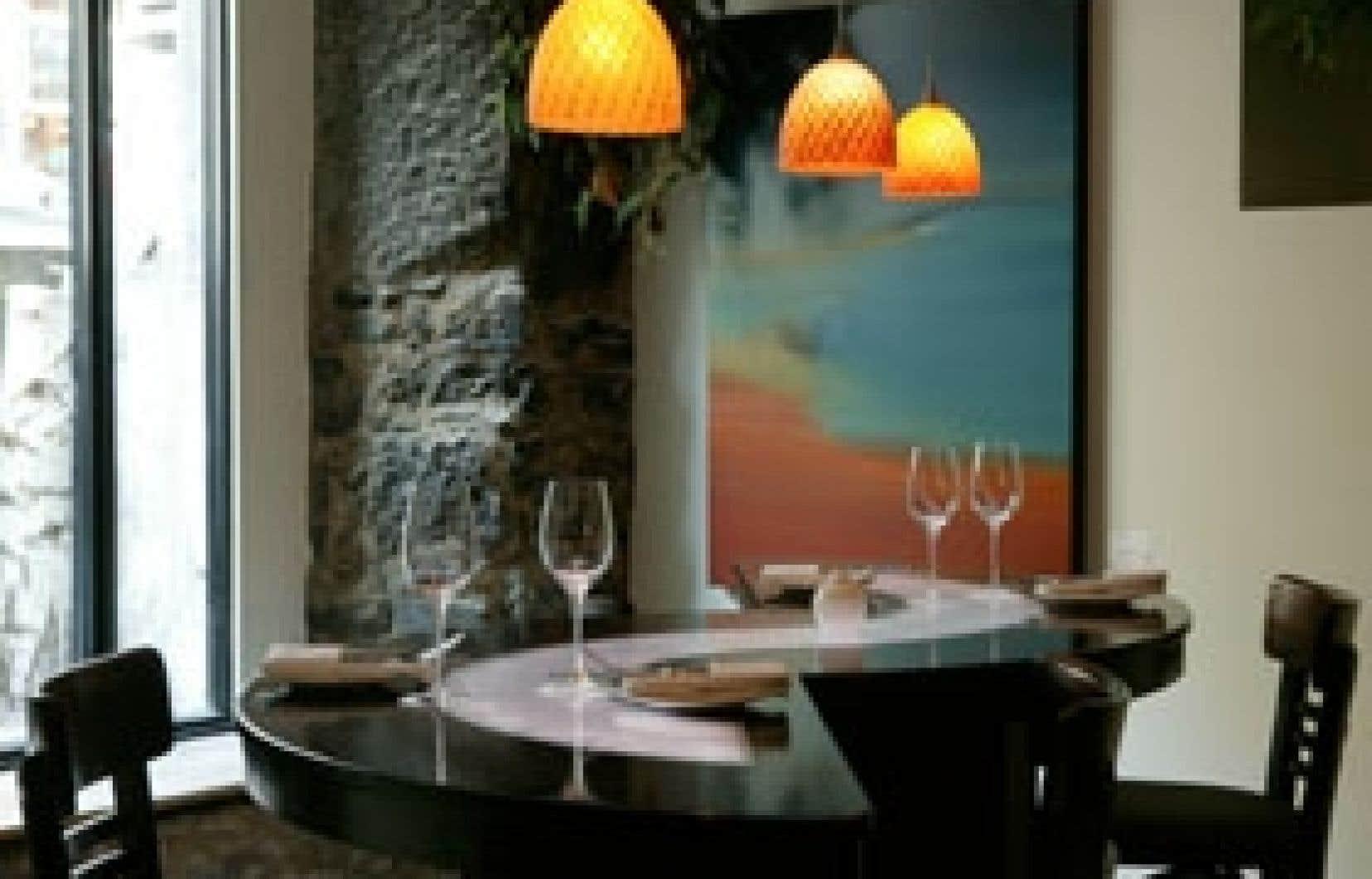 Le très réussi décor du restaurant Aszù est un mélange de vieilles pierres que l'on a su protéger et qui se marie fort bien avec le granit.