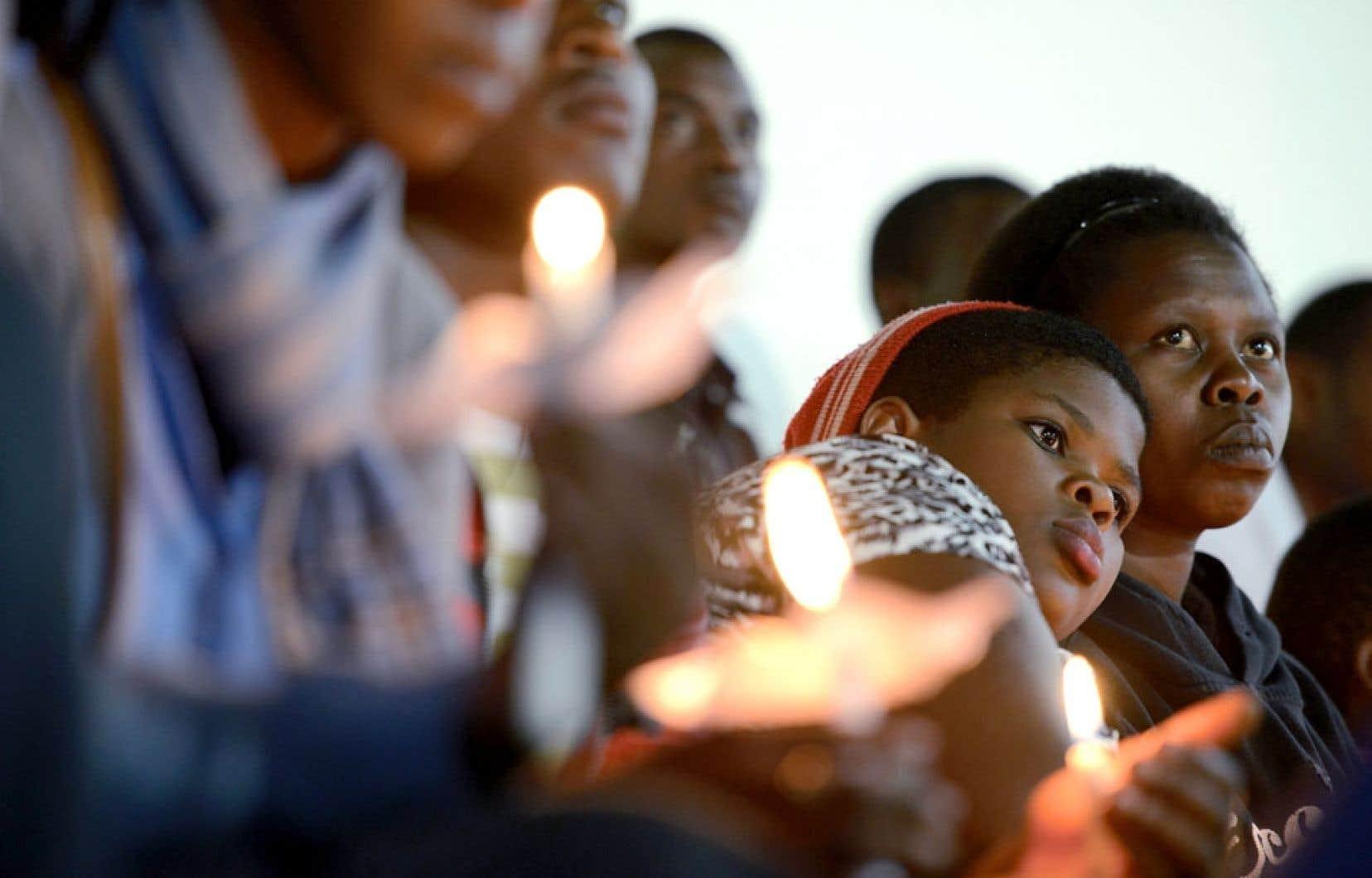 Des cérémonies empreintes d'émotion ont eu lieu lundi au Stade Amahoro — qui signifie la paix — de Kigali, au Rwanda.