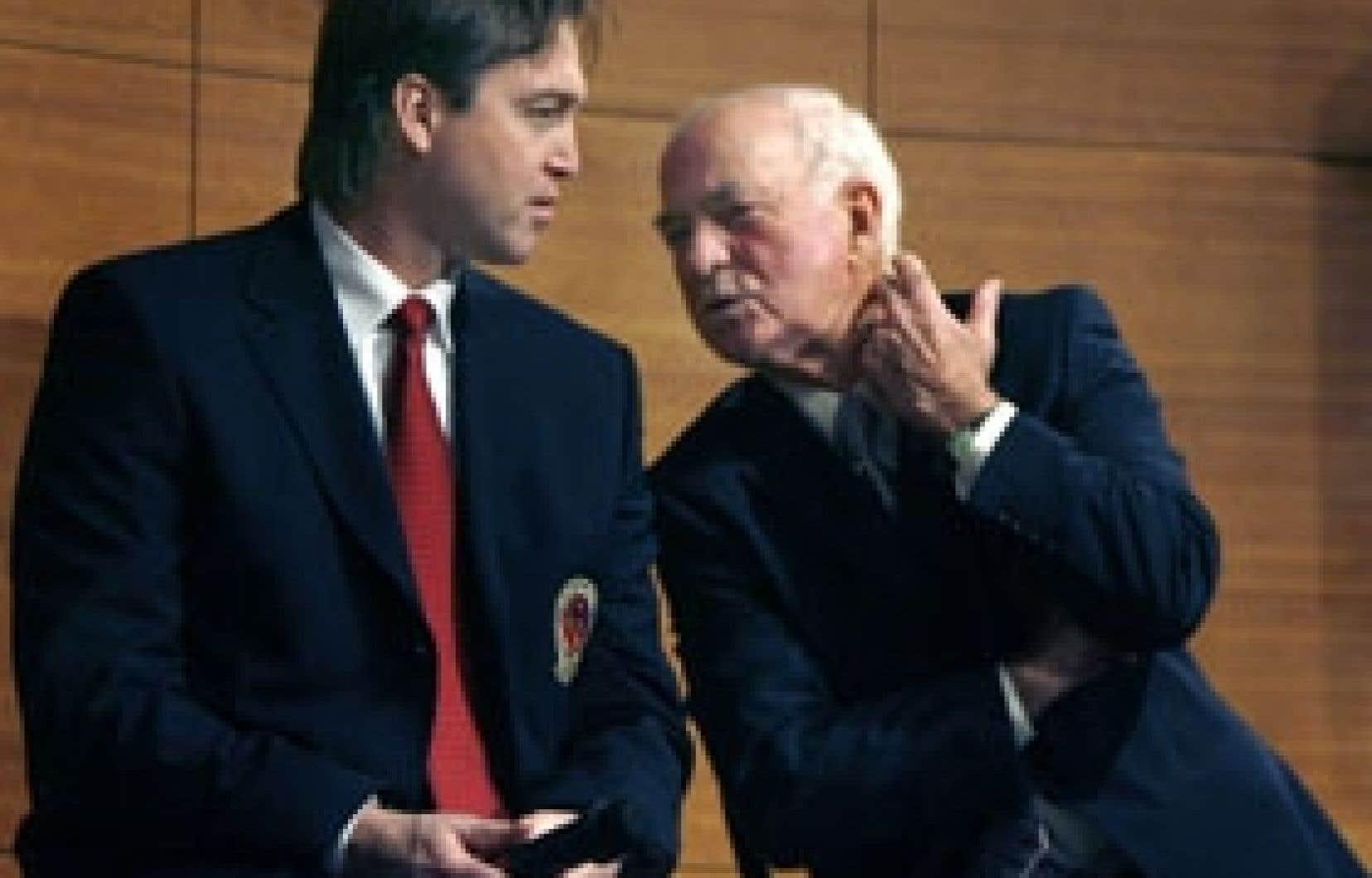 Patrick Roy et Dick Duff ont longuement discuté à la suite de leur intronisation au Temple de la renommée, hier.