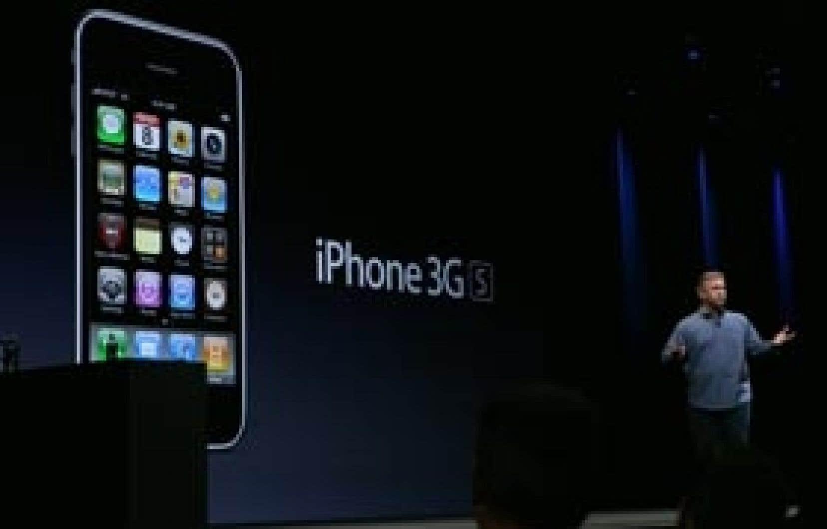 Un des vice-présidents d'Apple, Phil Schiller, présentant le  nouvel iPhone 3Gs.