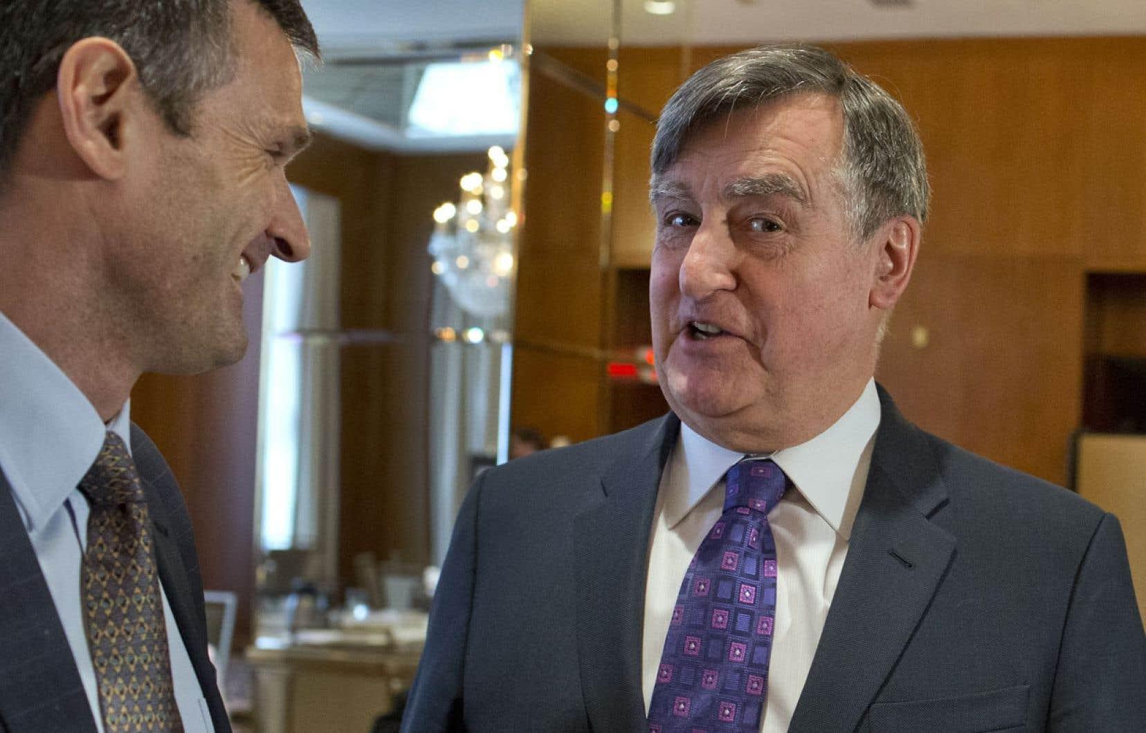 L'ex-premier ministre Lucien Bouchard assistait mercredi à une allocution du président-directeur général par intérim de Pétrolia, Myron Tétreault.