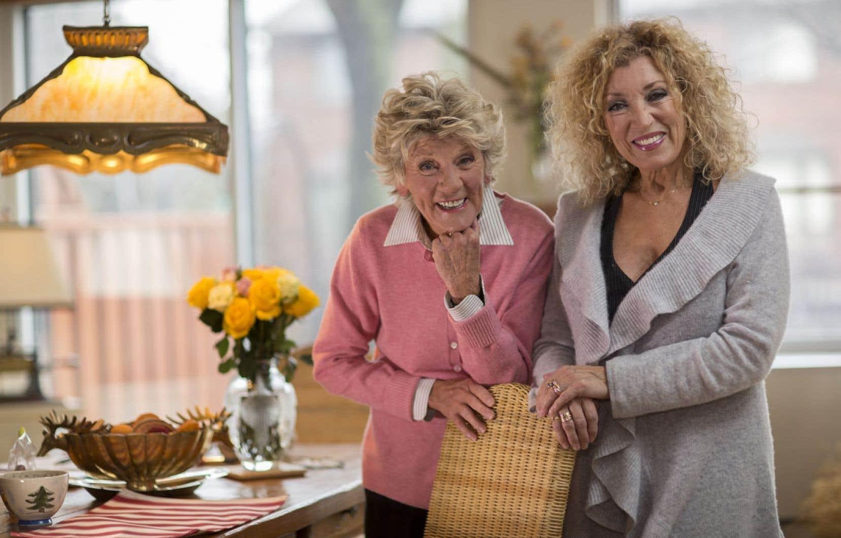 Clémence DesRochers et Marie-Michèle Desrosiers promettent non pas un spectacle «de matantes», mais bien «un show de mottons», puisque émotions et tendresse seront au rendez-vous.
