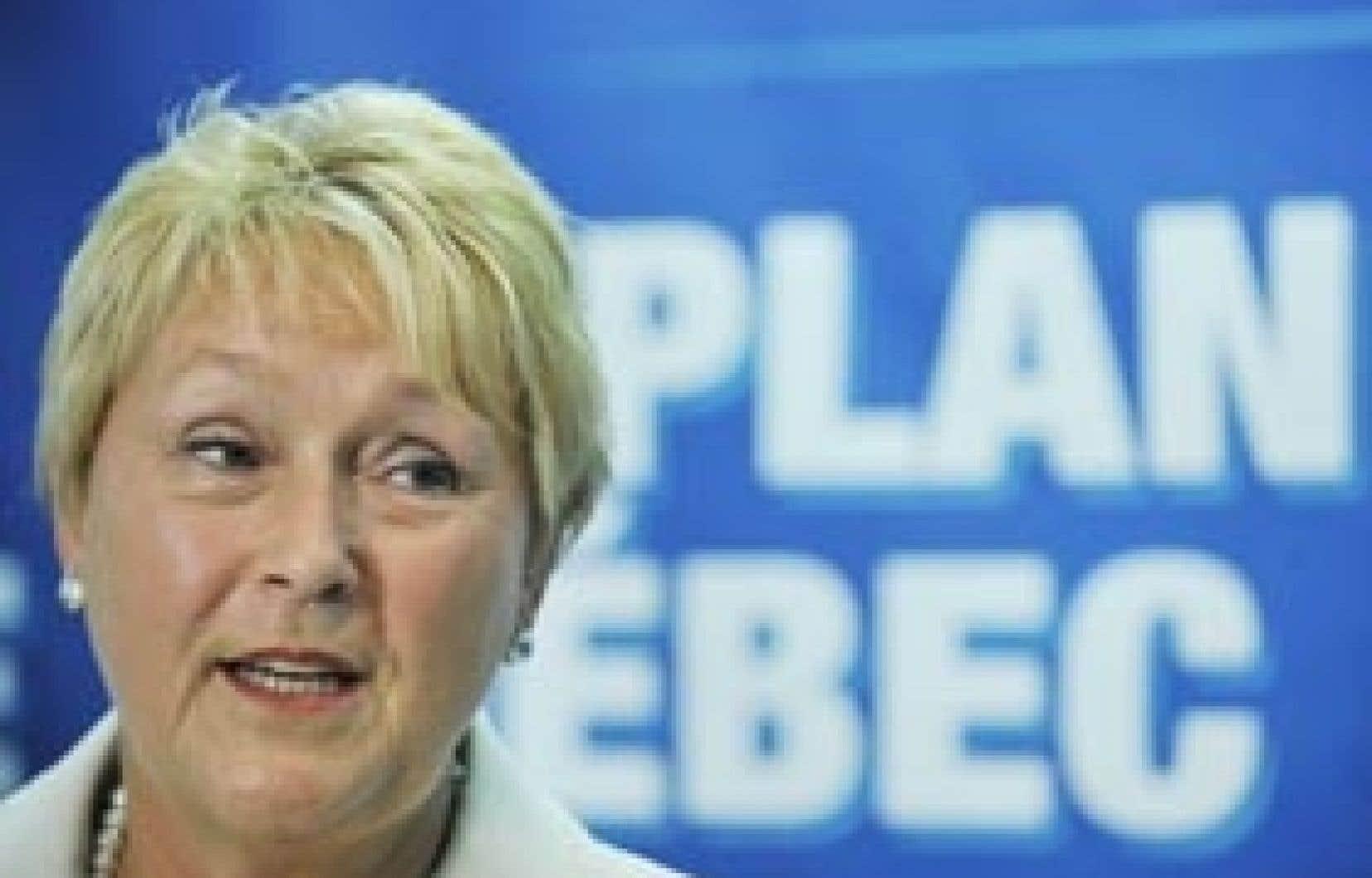La chef du Parti québécois, Pauline Marois, a présenté hier à Montréal son Plan pour un Québec souverain destiné à raviver la flamme souverainiste.