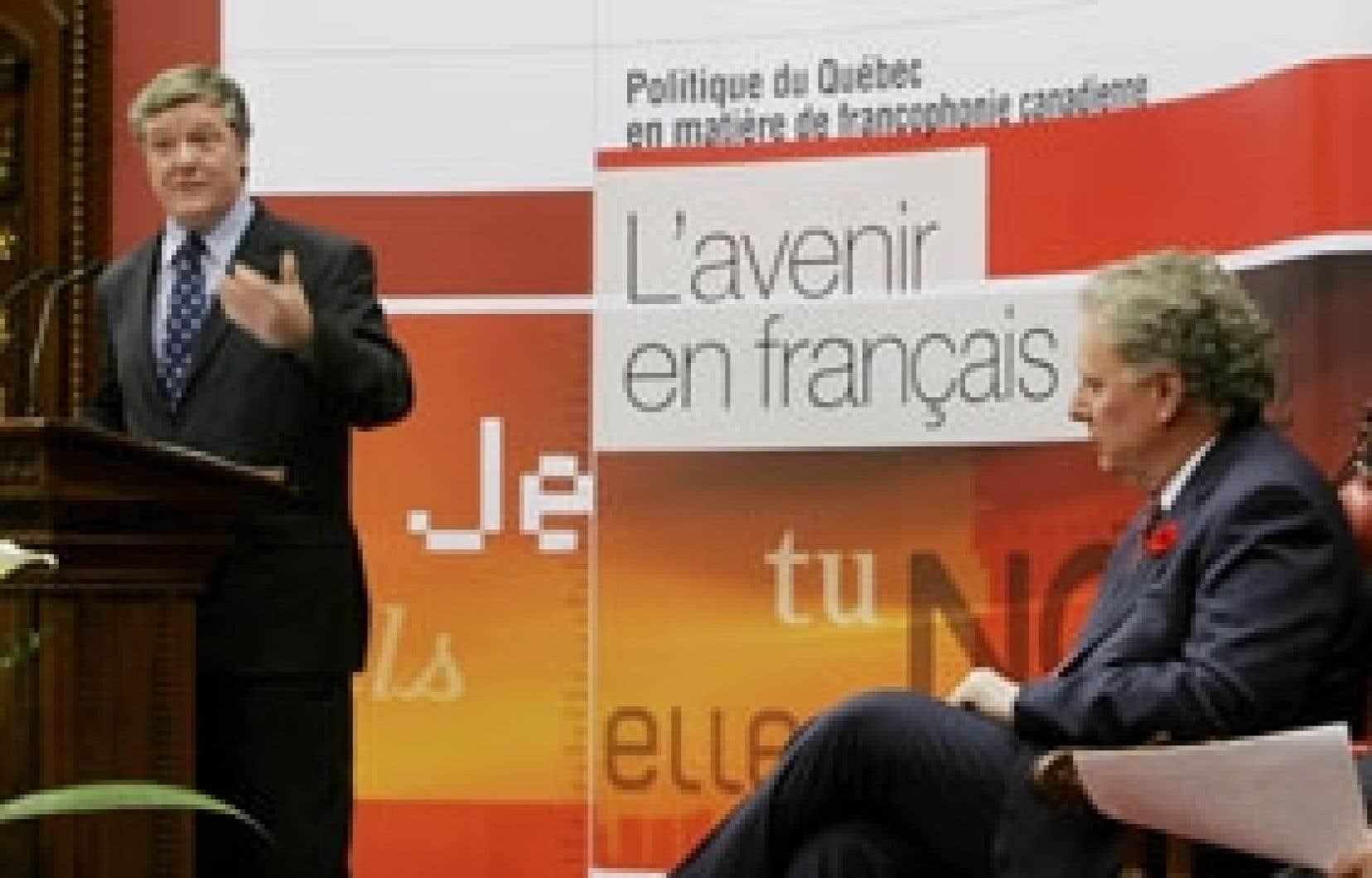 Le ministre responsable des Affaires intergouvernementales canadiennes, Benoît Pelletier, lors du dévoilement de la politique du gouvernement Charest.