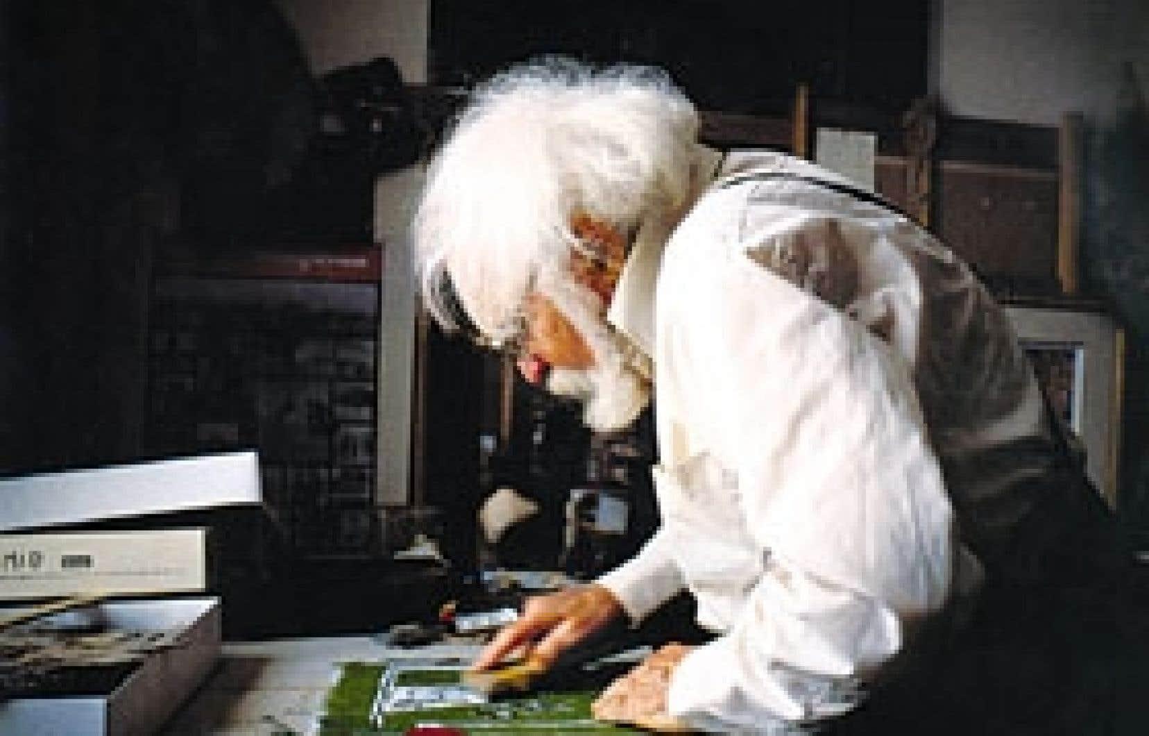 André Biéler, octogénaire avancé, dans son atelier de Kingston, Ontario. Source: Jacques Baylaucq