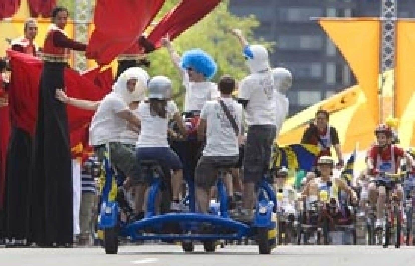 Stimulés par la performance des acrobates du Cirque du Soleil, cyclistes et autres bêtes tentaculaires, comme ce vélo à sept têtes, ont mordu le bitume pour le 25e Tour de l'île de Montréal hier.
