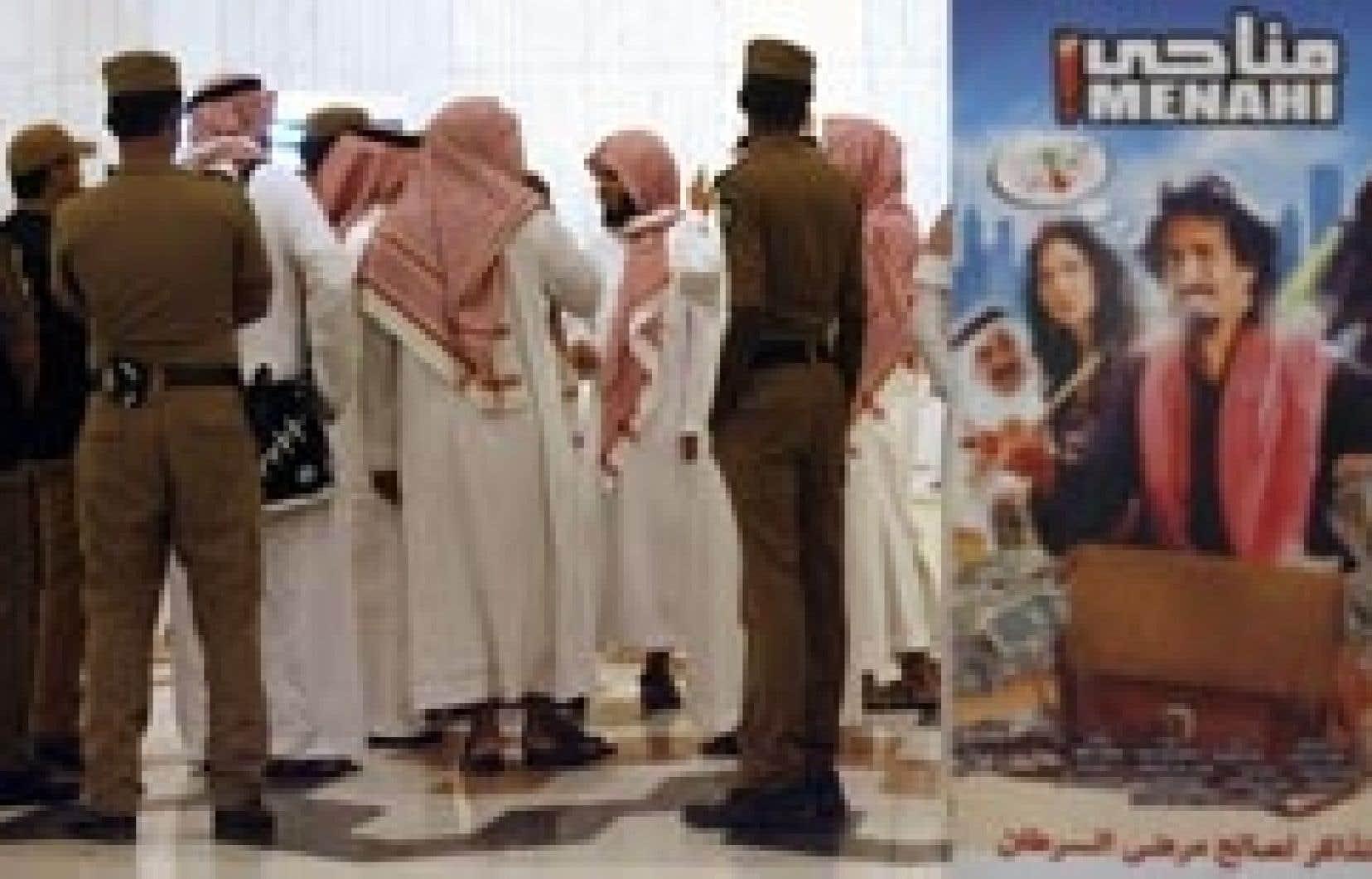 Les cinéphiles n'ont eu que quelques heures de préavis pour acheter leur billet, mais ils ont bravé les activistes islamistes venus dénoncer le cinéma comme une source de désastre pour le pays.