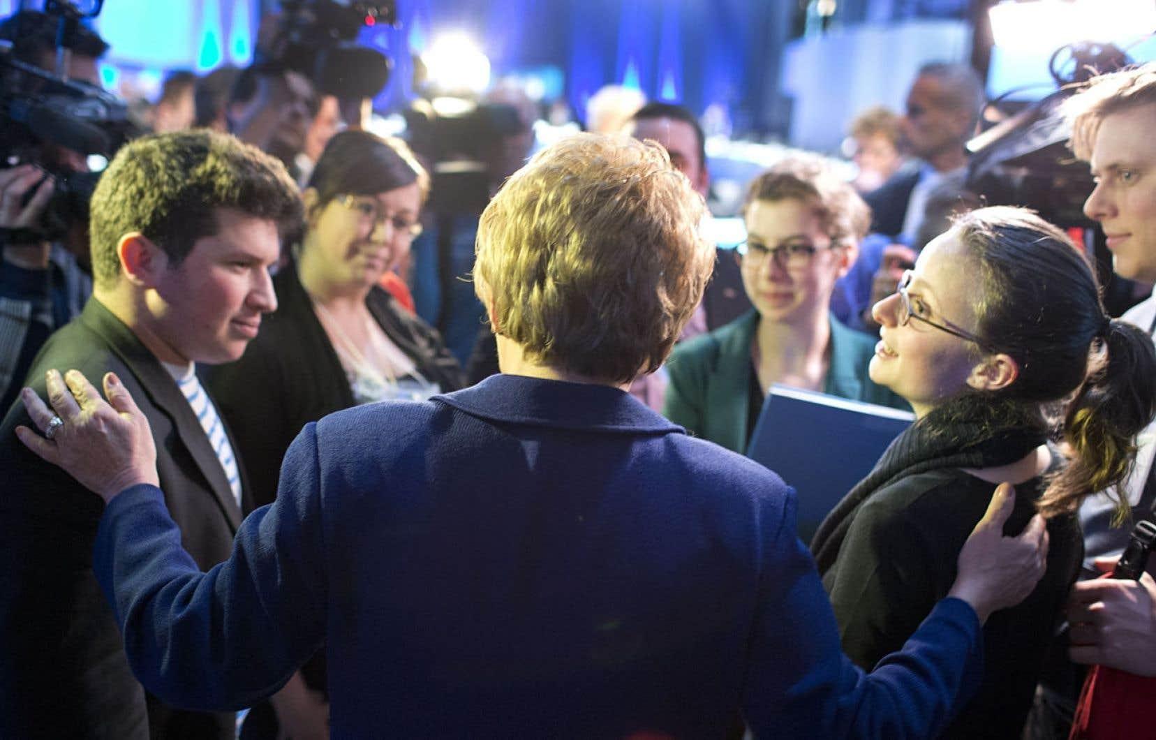 Selon la présidente de la Fédération étudiante collégiale,Éliane Laberge (à droite), il est primordial de donner suite aux travaux entamés lors des chantiers qui ont suivi le Sommet sur l'enseignement supérieur, en février2013.