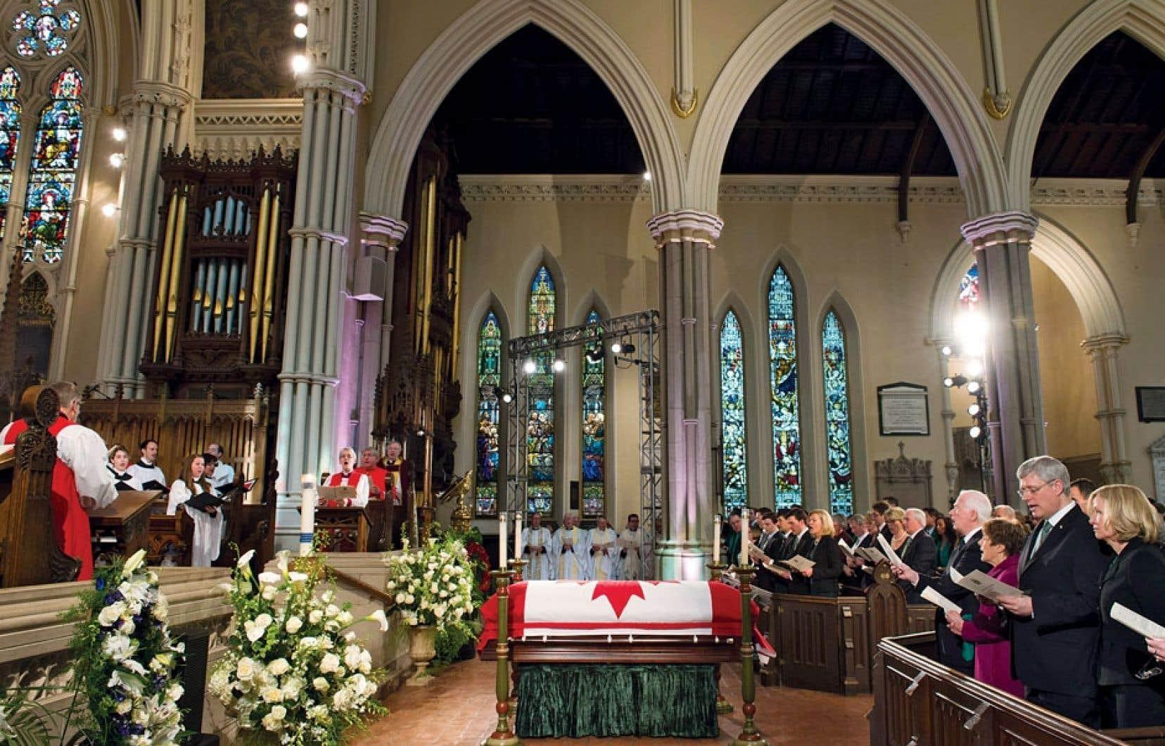 L'élite du monde politique canadien s'est réunie mercredi en la cathédrale St. James, au centre-ville de Toronto. Le premier ministre Stephen Harper, un ami intime de Jim Flaherty, a pris la parole.