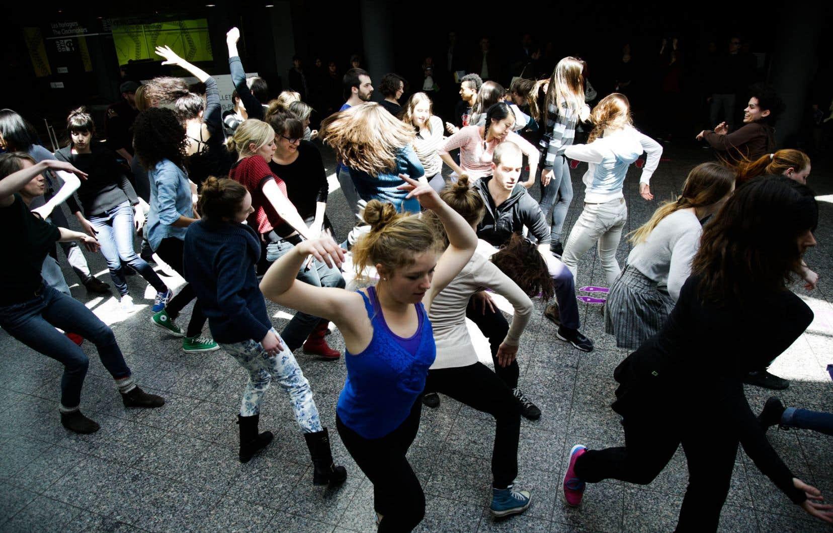 Une répétition publique des étudiants de l'École de danse contemporaine de Montréal.