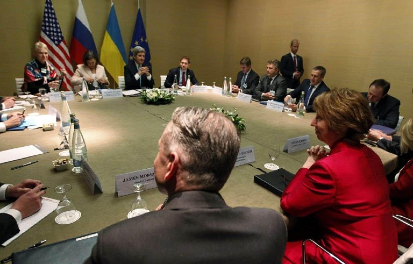 Au terme d'une réunion d'un jour organisée à Genève, les ministres des Affaires étrangères sont arrivés à une entente qui pourrait mener à une possible sortie de crise en Ukraine.