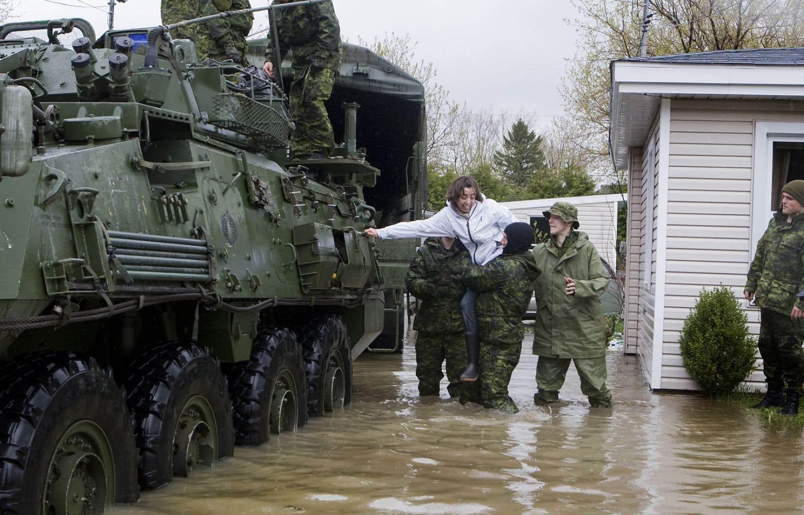 En 2011, le niveau du lac Champlain avait grimpé de 31 mètres, faisant déborder la rivière Richelieu. L'armée canadienne avait prêté main-forte aux résidants des zones inondées.