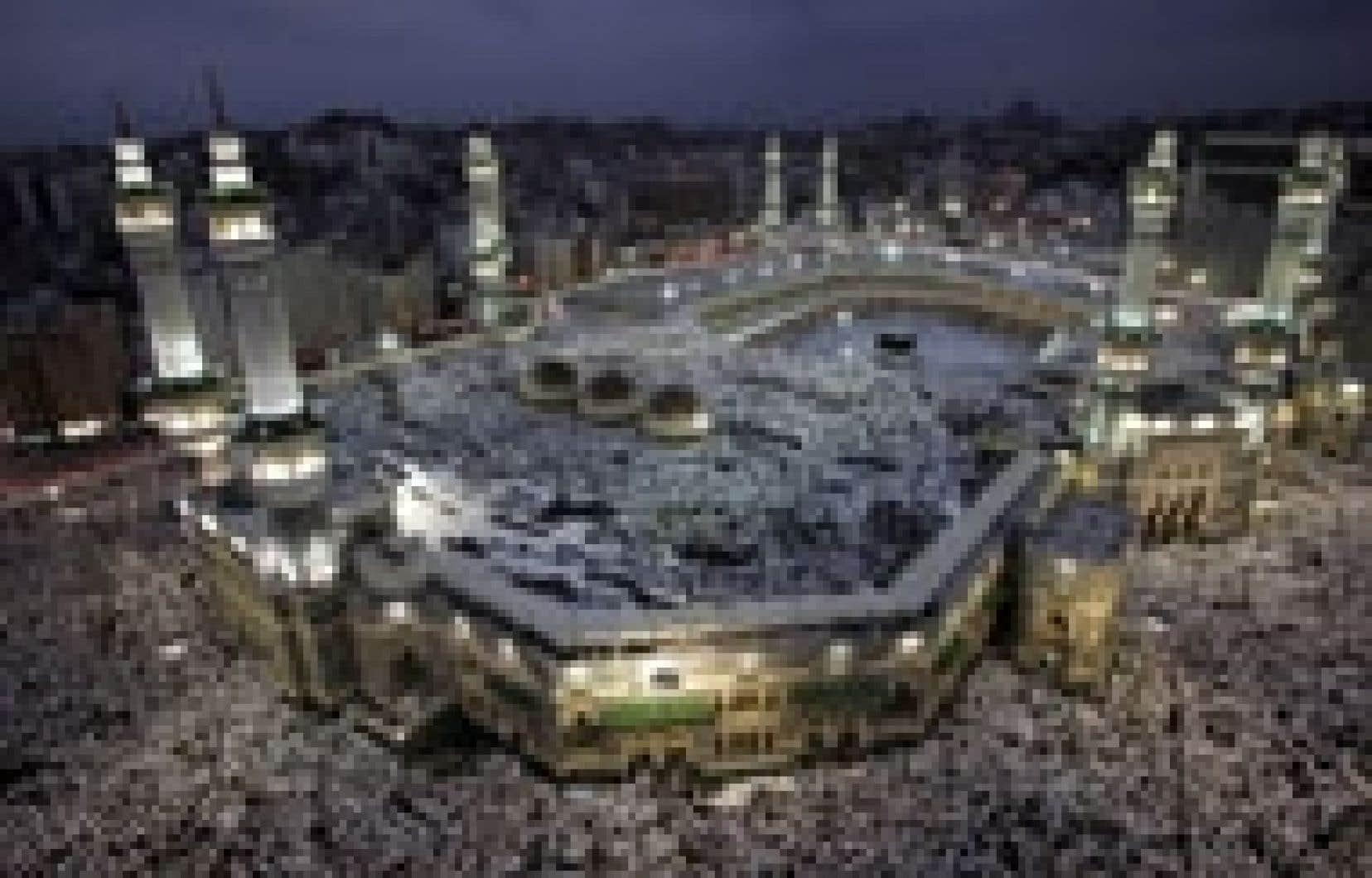 L'Hajj — la fête musulmane du pèlerinage qui est obligatoire une fois dans sa vie pour qui en a les moyens — se déroule à La Mecque.