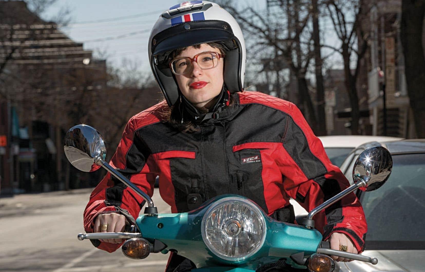 les femmes craquent pour la moto le devoir. Black Bedroom Furniture Sets. Home Design Ideas